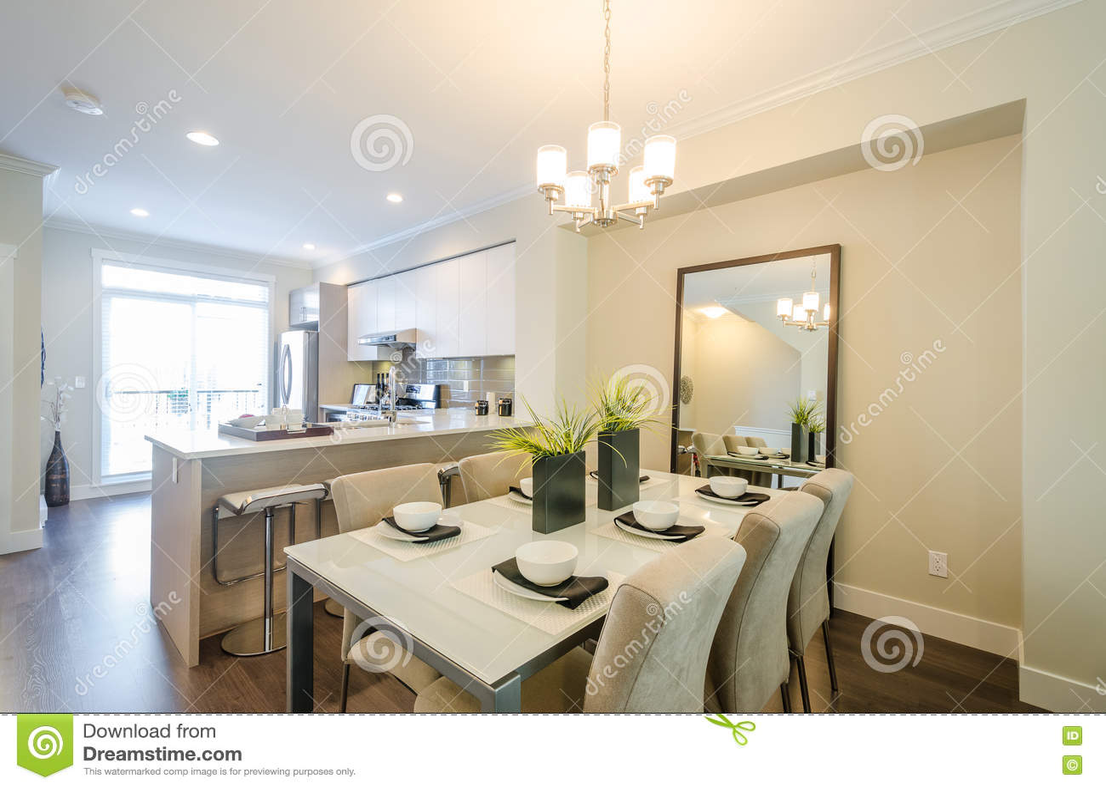 Sala da pranzo e cucina moderne immagine stock immagine for Cucina con sala da pranzo