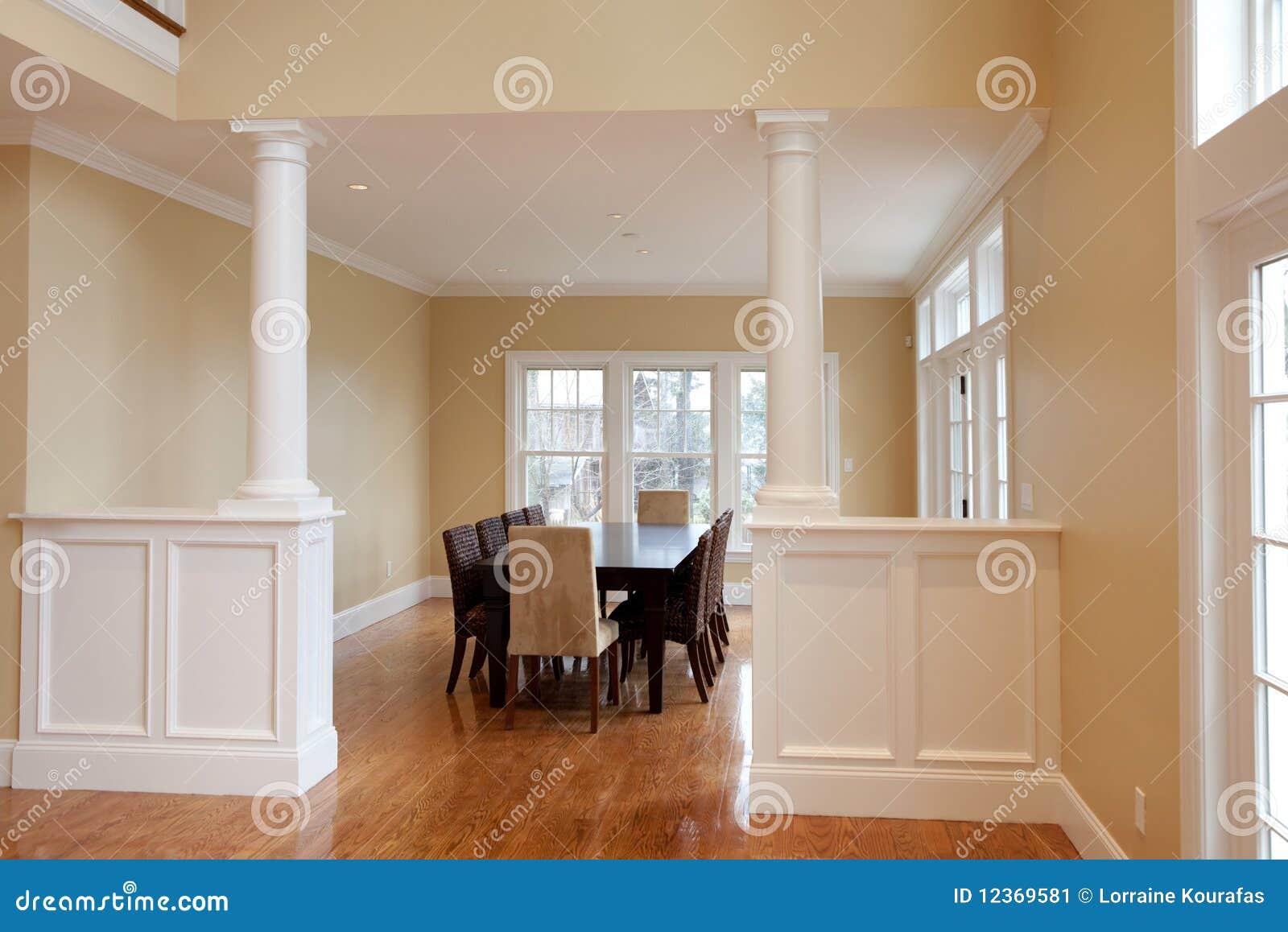 Sala da pranzo interna moderna immagine stock immagine for Sala pranzo con caminetto