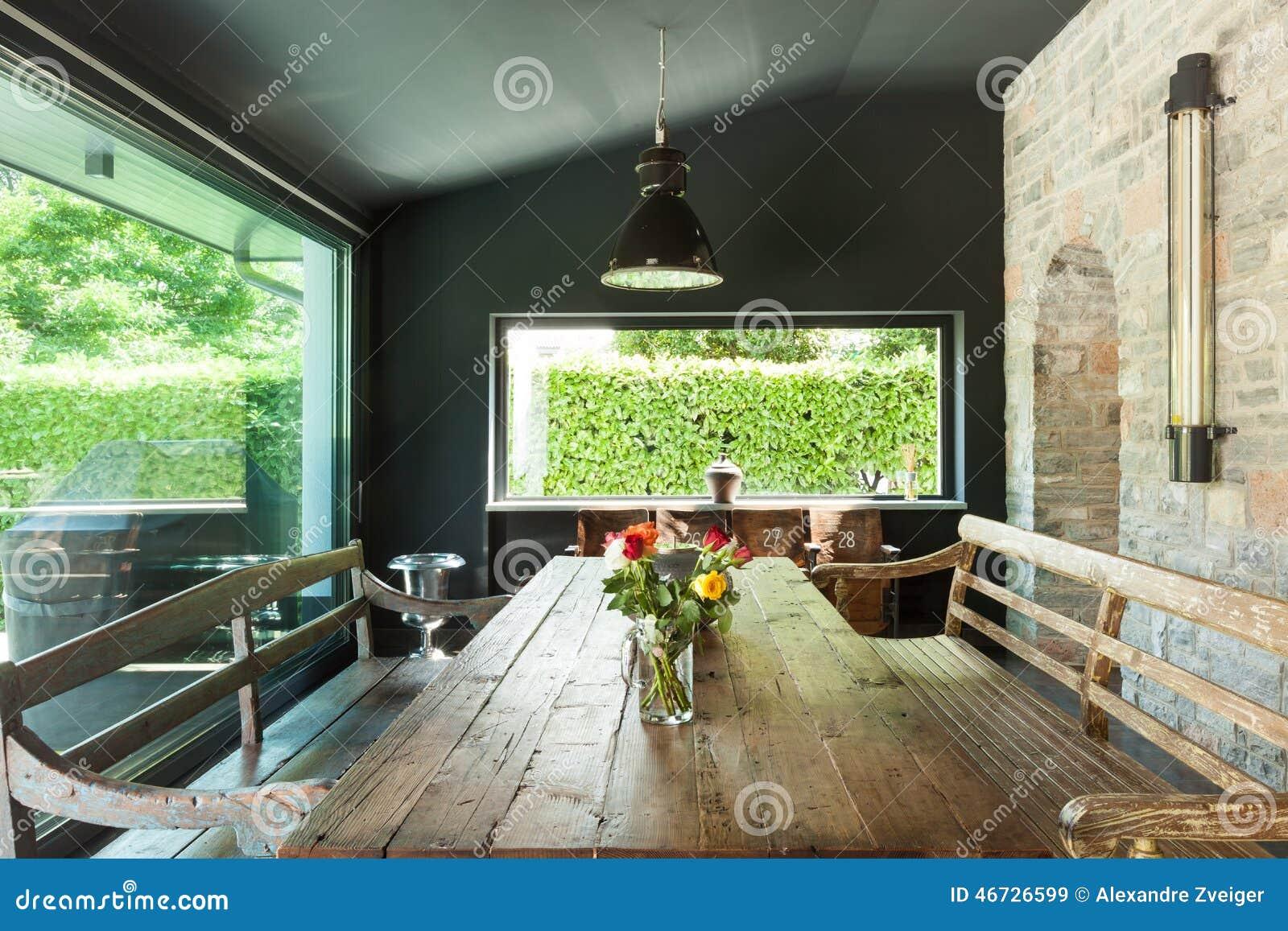 Sala da pranzo mobilia rustica immagine stock immagine for Mobilia download