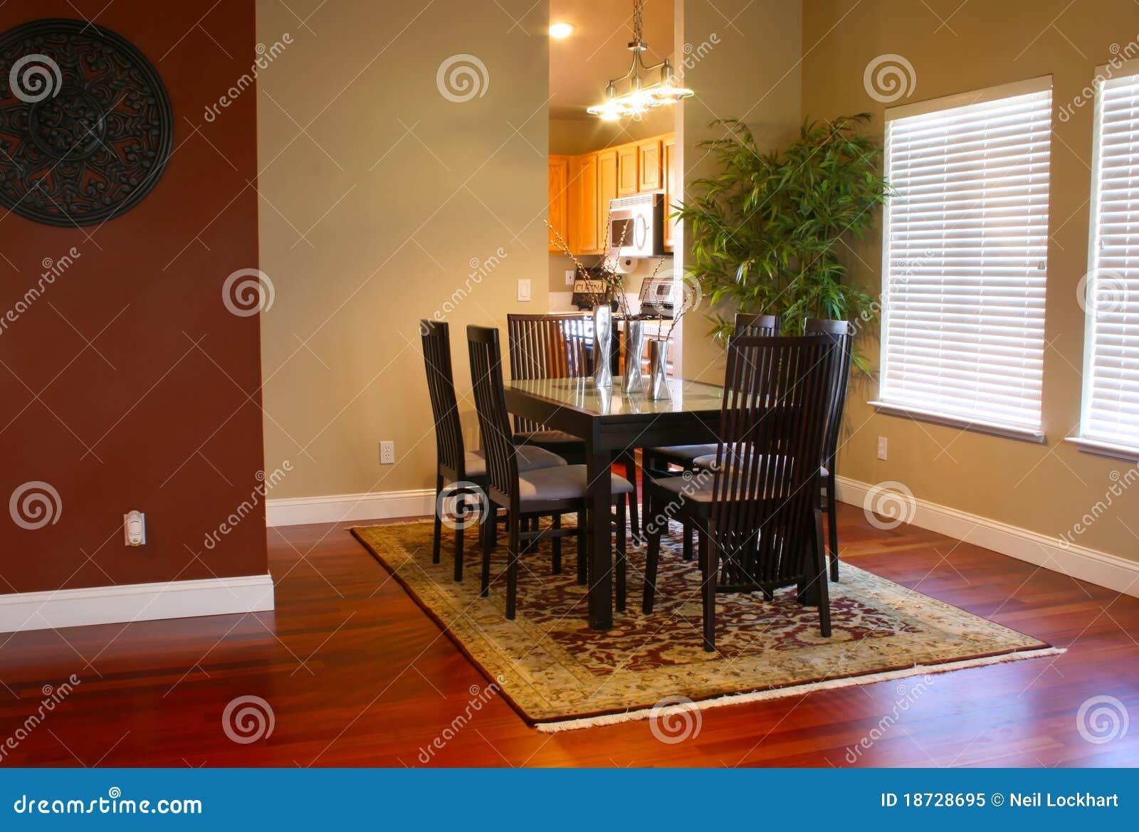 Sala da pranzo moderna immagine stock immagine di pranzare 18728695 - Lampadario sala da pranzo moderna ...