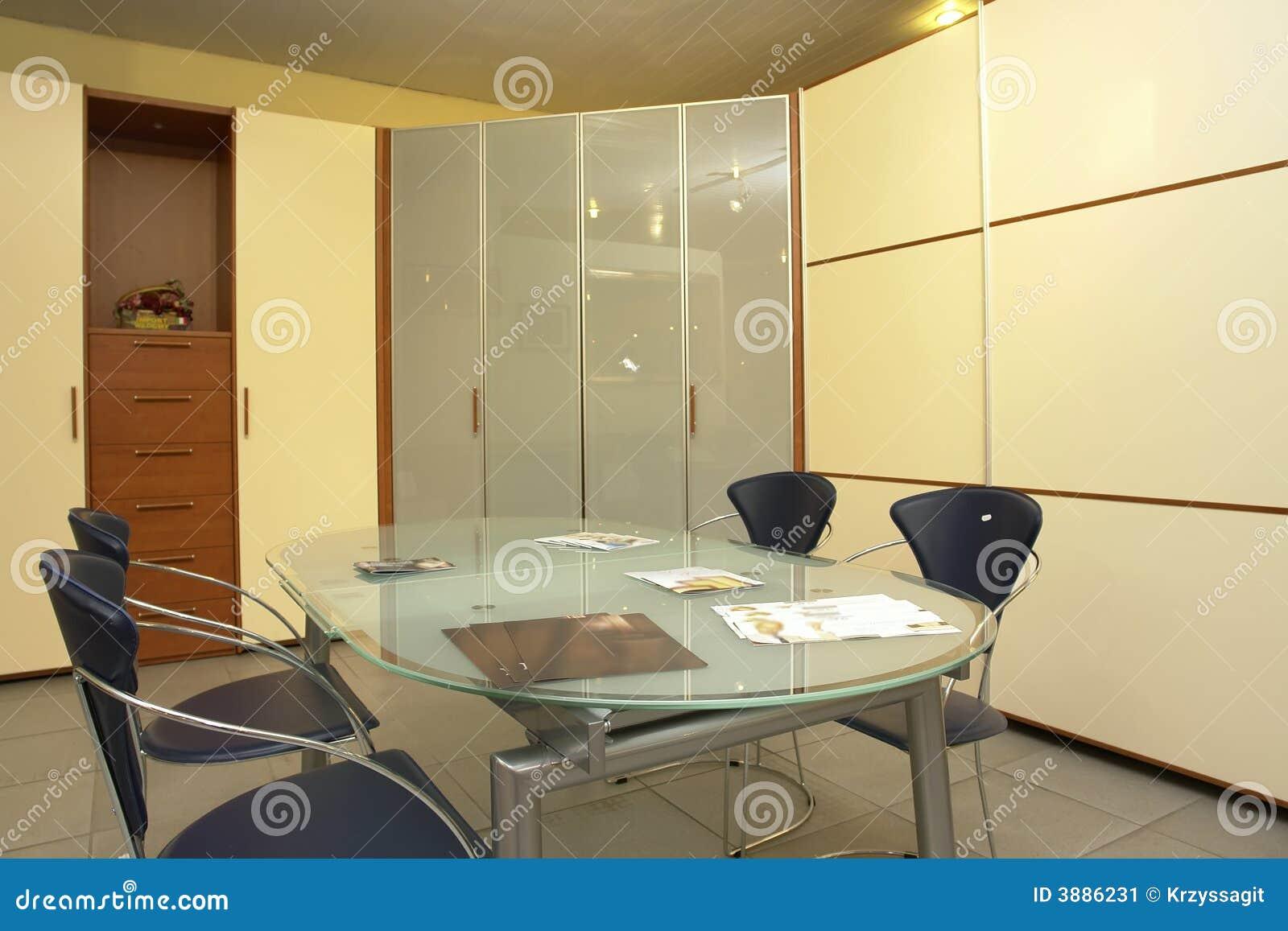 Una Sala Da Pranzo Moderna Con La Decorazione Nera Beige E Marrone #81A229 1300 957 Sala Da Pranzo Neo Rinascimentale