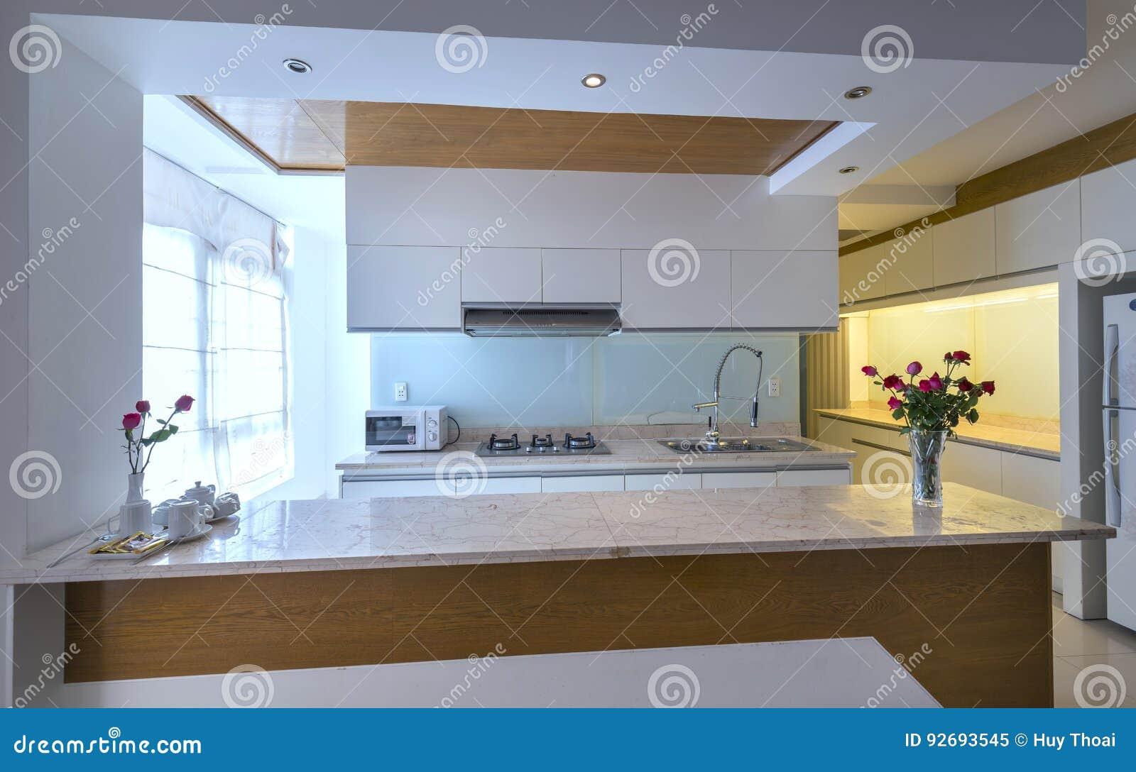 Sala Da Pranzo Moderna, Cucina In Appartamenti Di Lusso ...