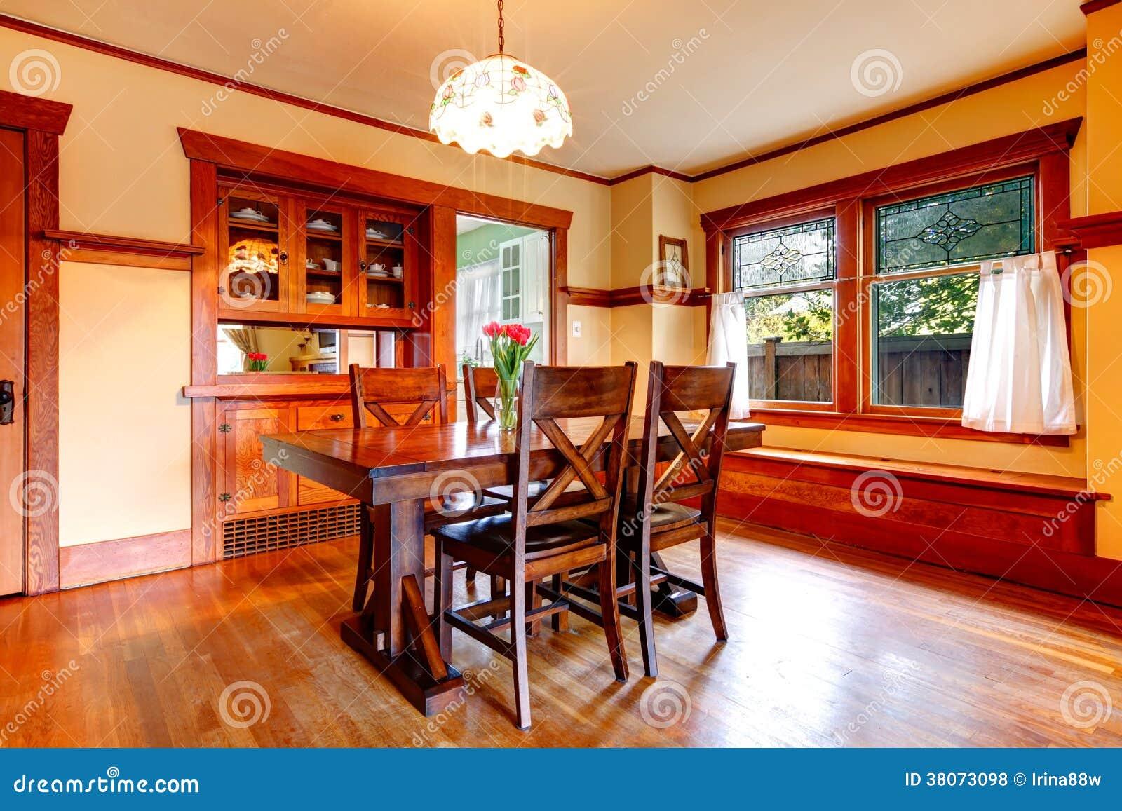 Sala da pranzo rustica fotografia stock. Immagine di libero - 38073098