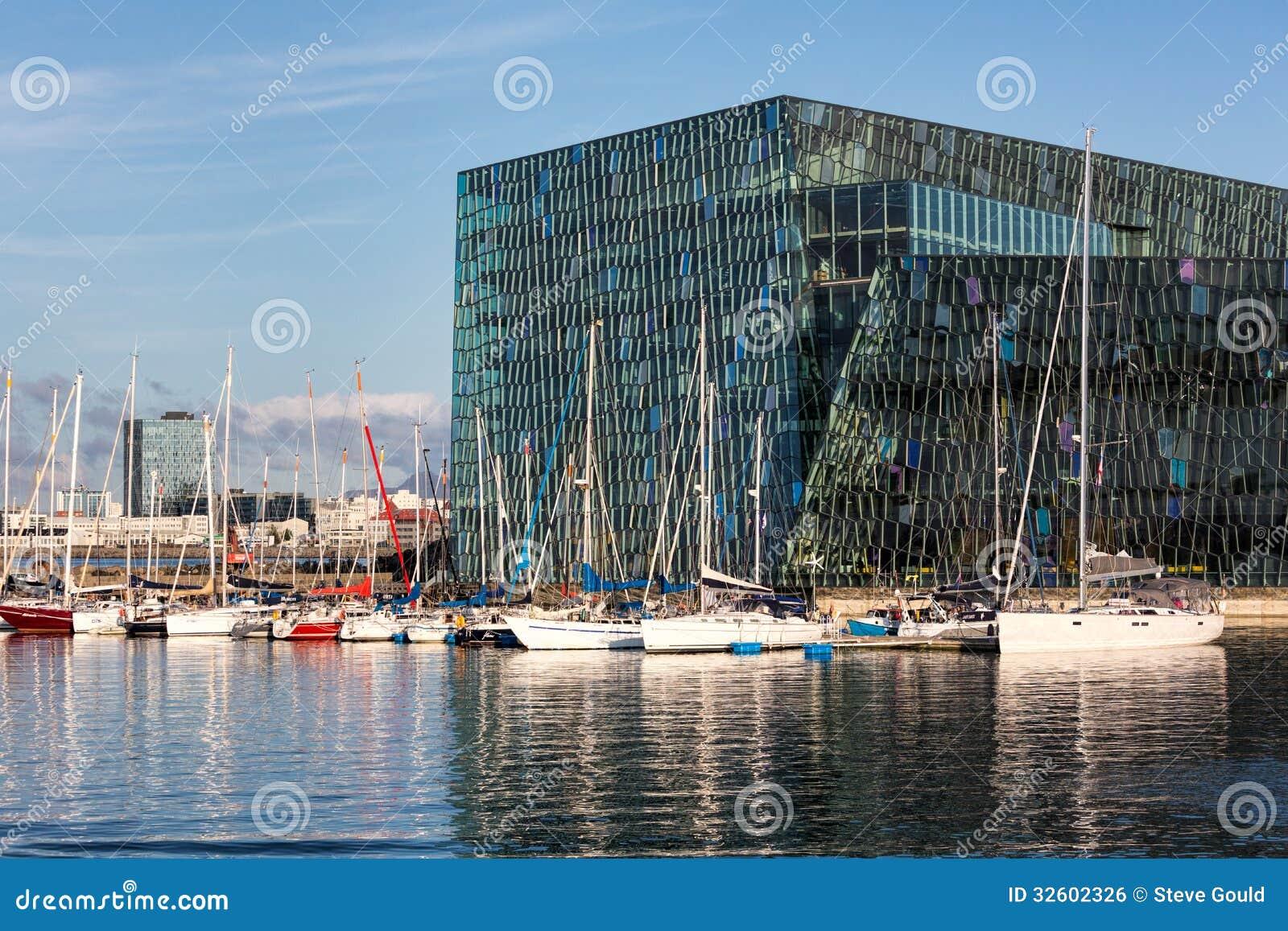 Sala de concertos com veleiros, Reykjavik de Harpa, Islândia