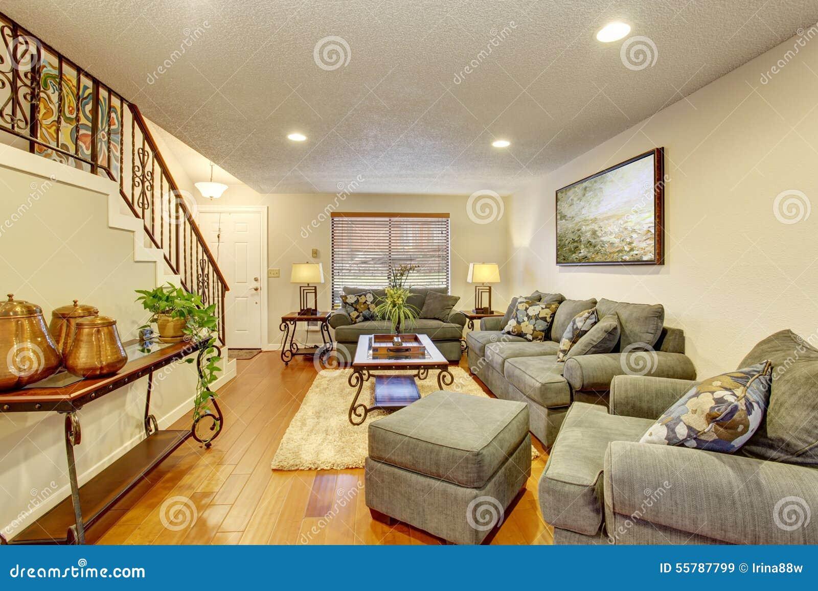 Sala de estar acogedora con el suelo de parqu foto de for Salon confortable
