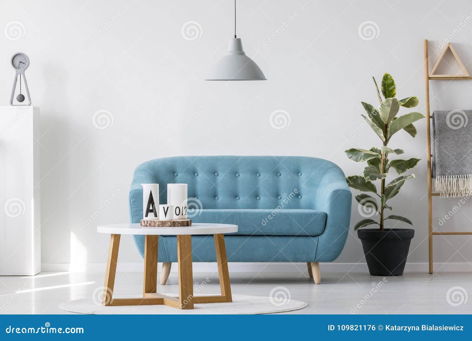 Sala de estar azul simple