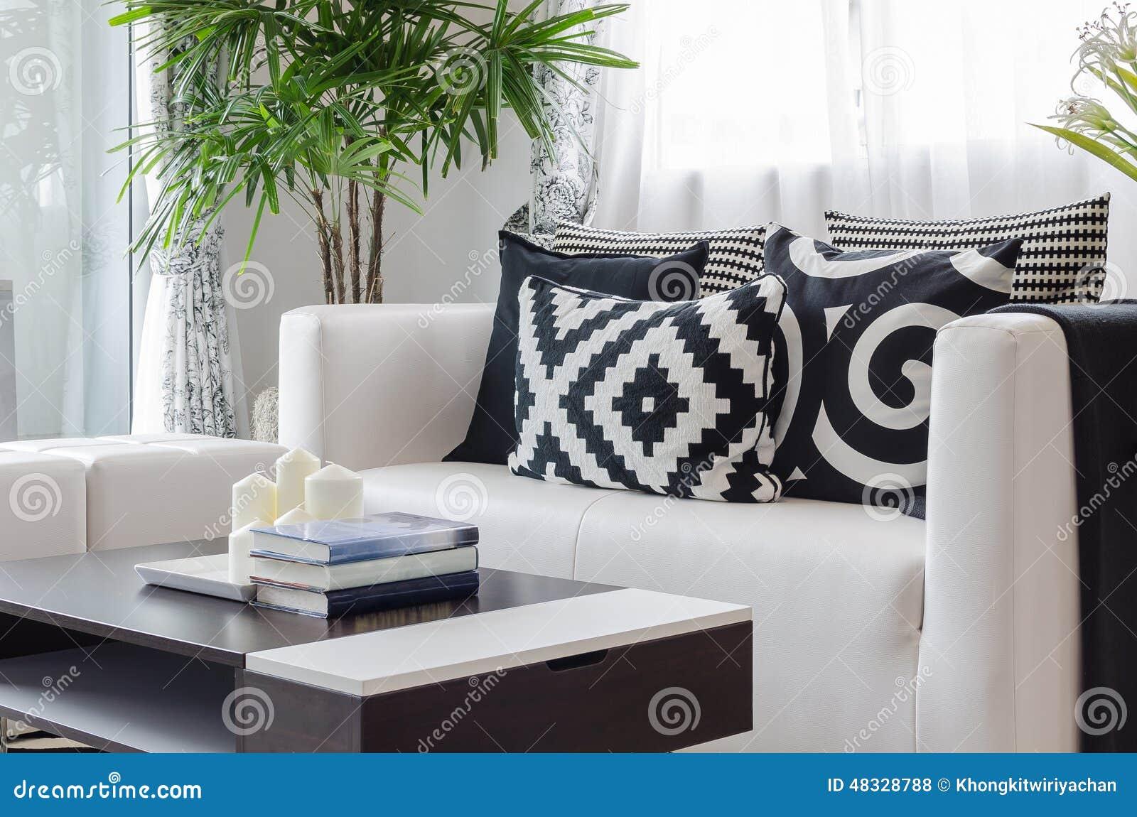 Sala de estar blanco y negro moderna foto de archivo for Deco sala en blanco y negro