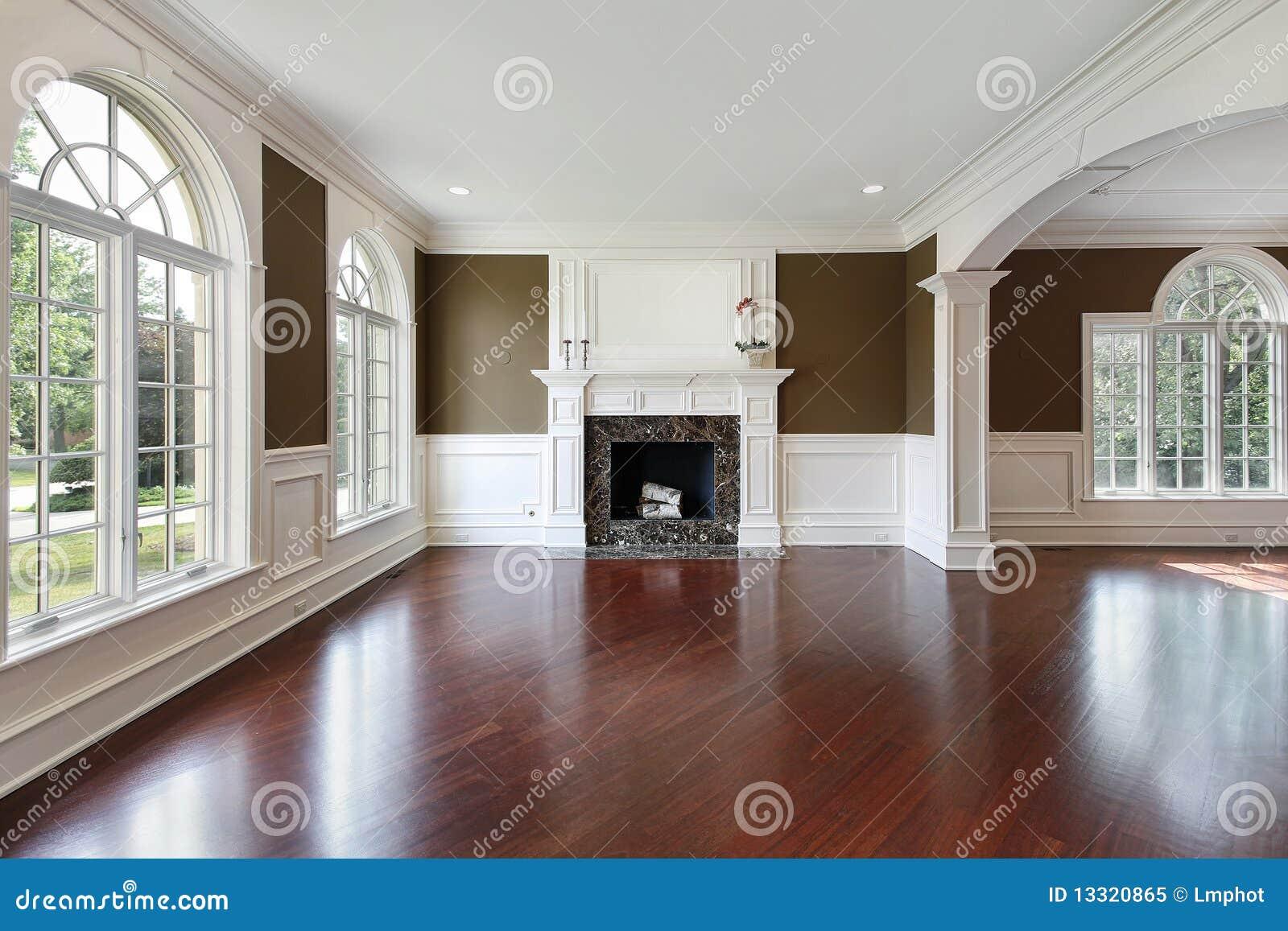 Sala de estar con el suelo de madera de la cereza