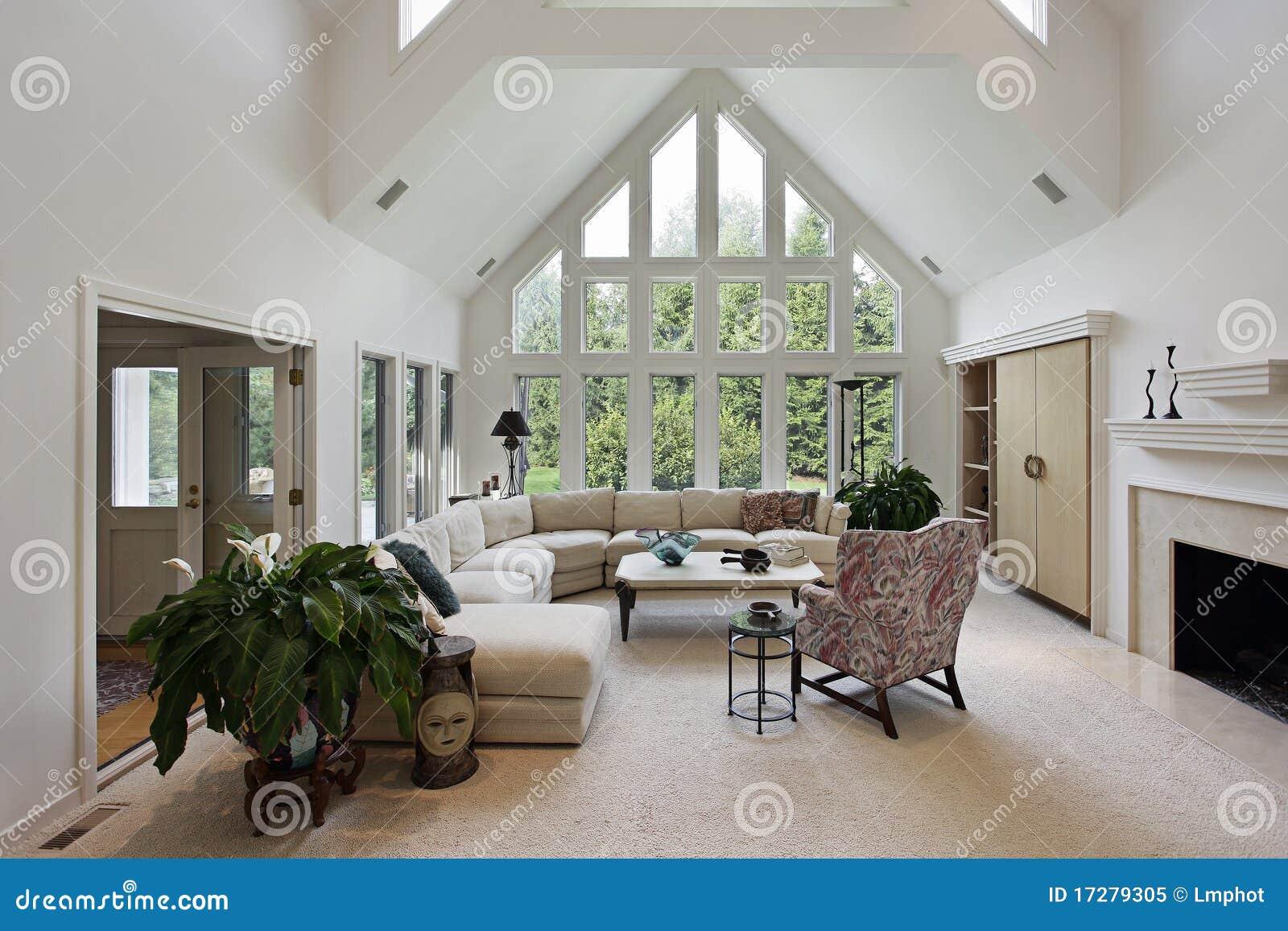 Sala de estar con el suelo a las ventanas del techo foto for Finestre a soffitto