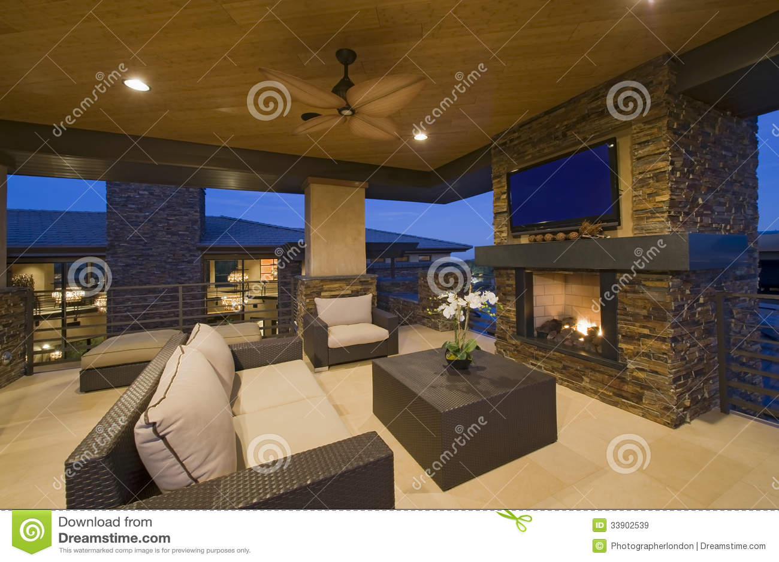 sala de estar con la chimenea en casa moderna imagen de