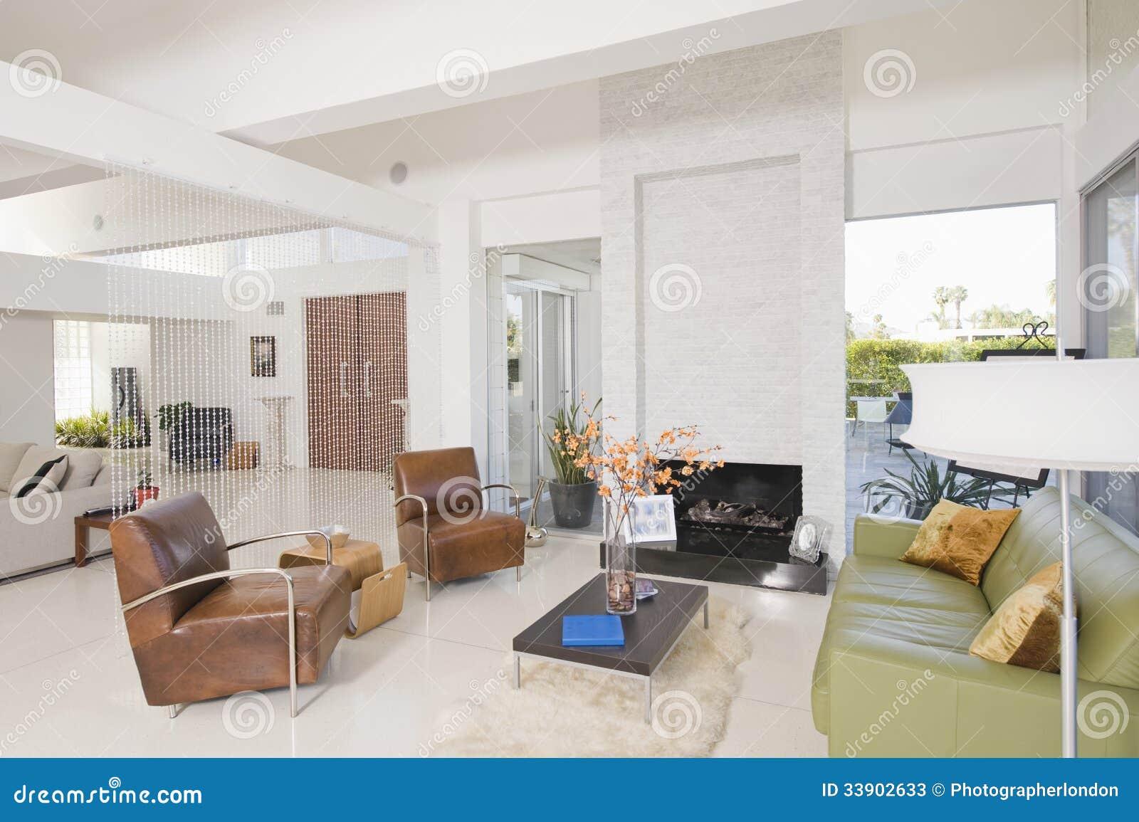 Sala de estar con los muebles de cuero fotos de archivo - Muebles sala estar ...