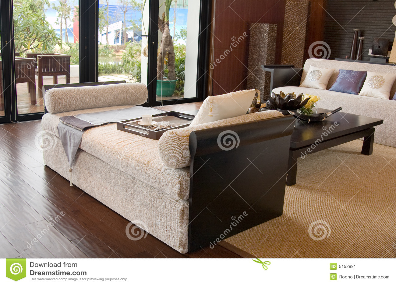 Sala de estar con los muebles modernos imagen de archivo for Muebles de sala en l modernos