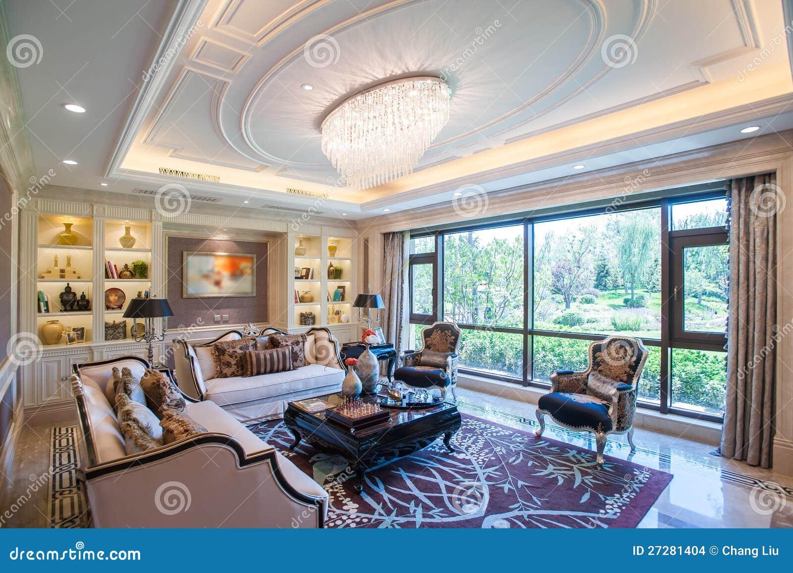 Sala de estar de la mansi n con las ventanas grandes foto for Sala de estar de una mansion