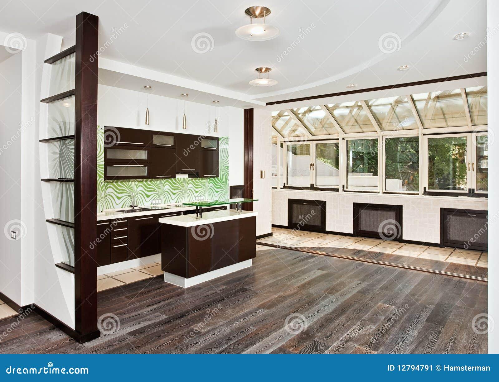 Sala de estar e cozinha modernas com assoalho escuro for Sala de estar larga