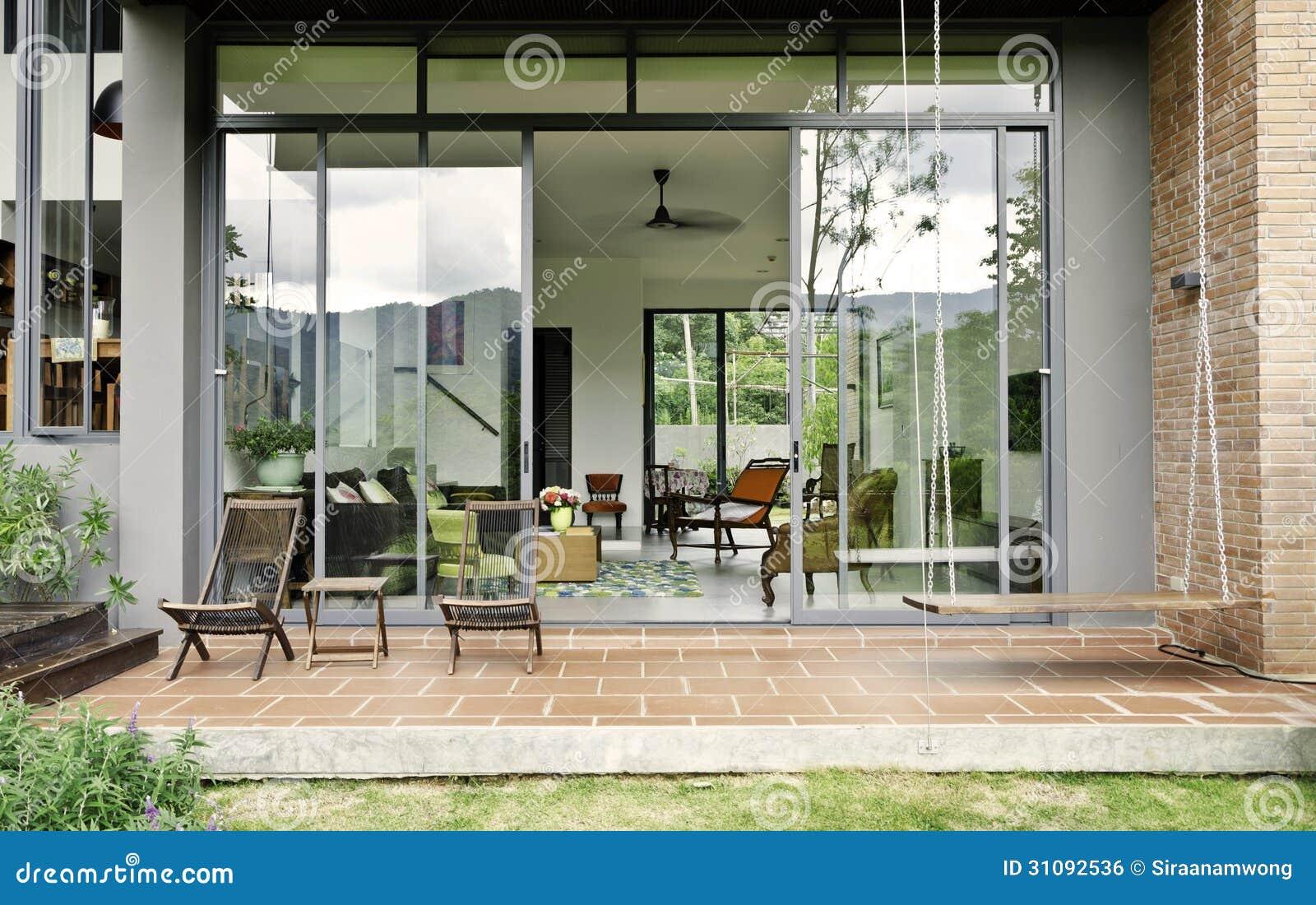 Sala de estar elegante con muebles del vintage foto de for Muebles encantadores del pais elegante
