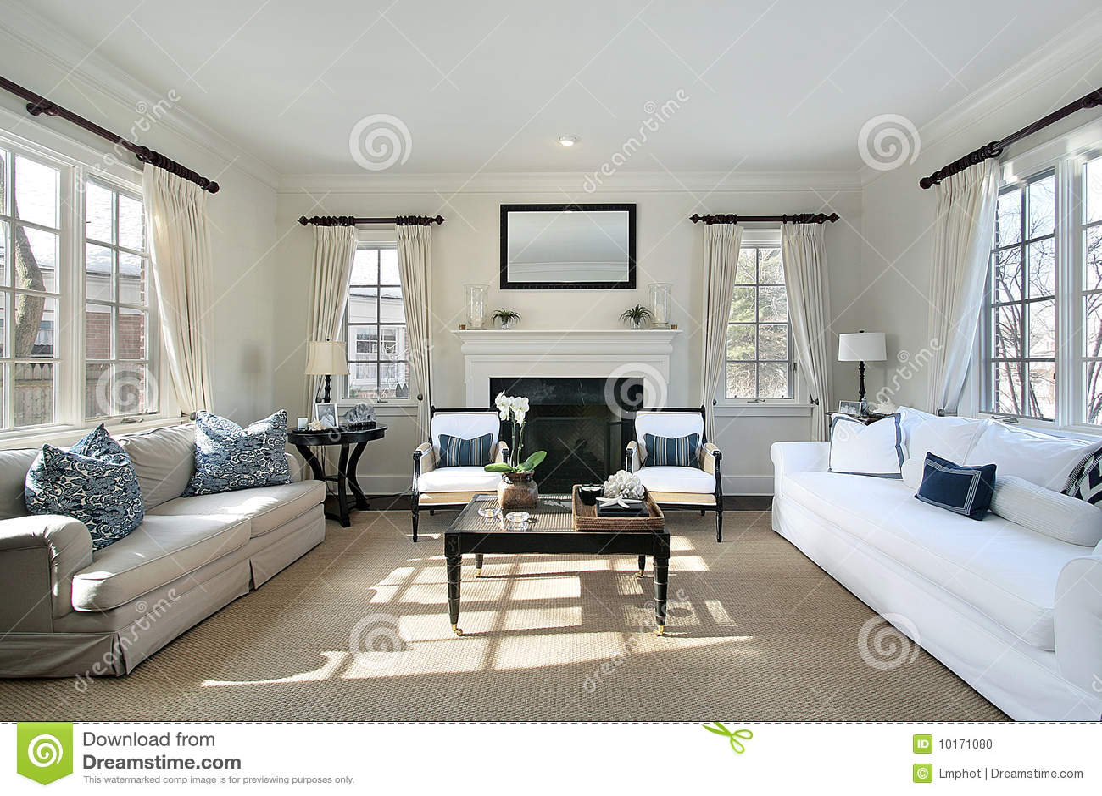 Sala de estar en hogar de lujo