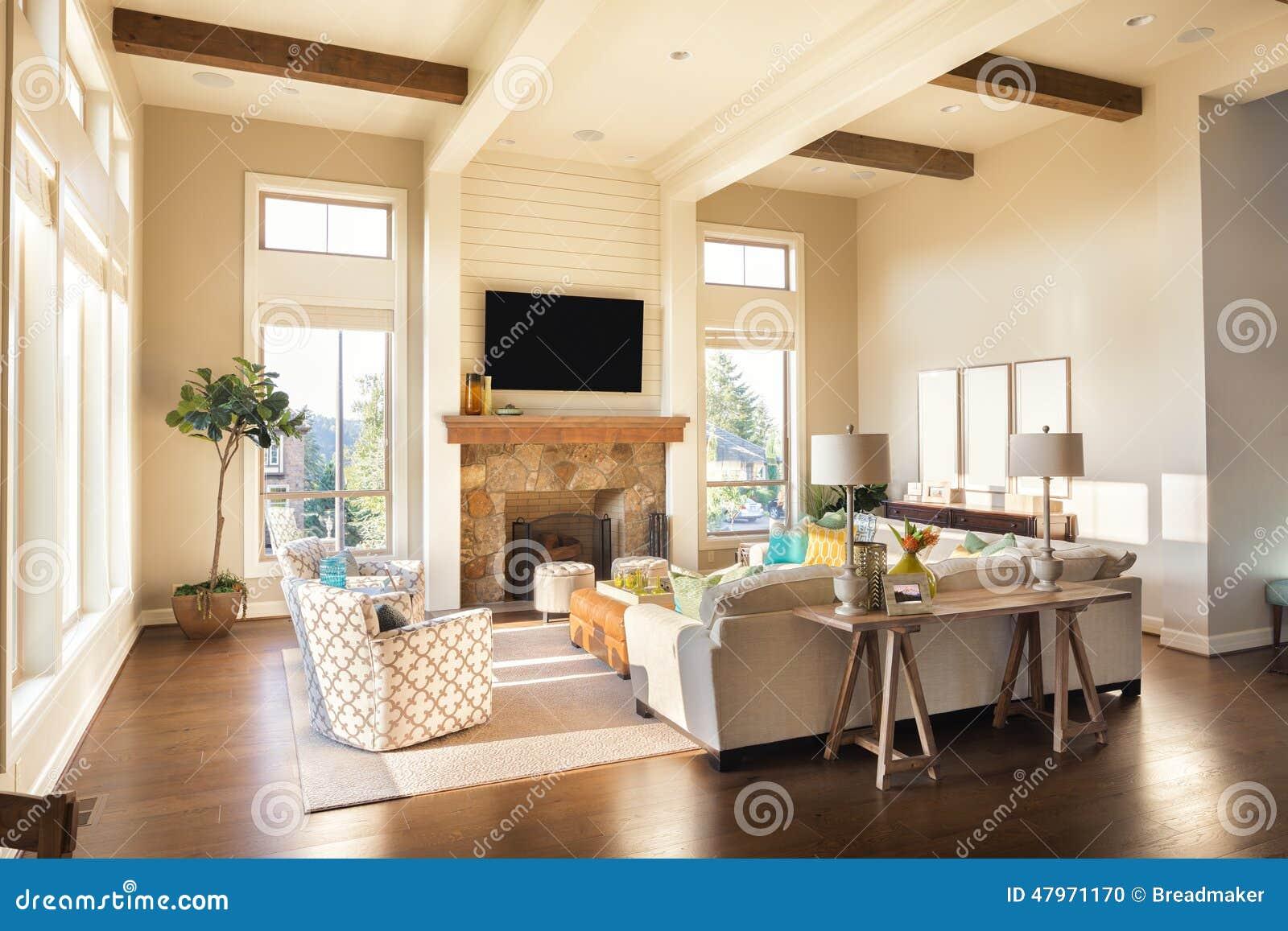 Sala de estar en nuevo hogar de lujo