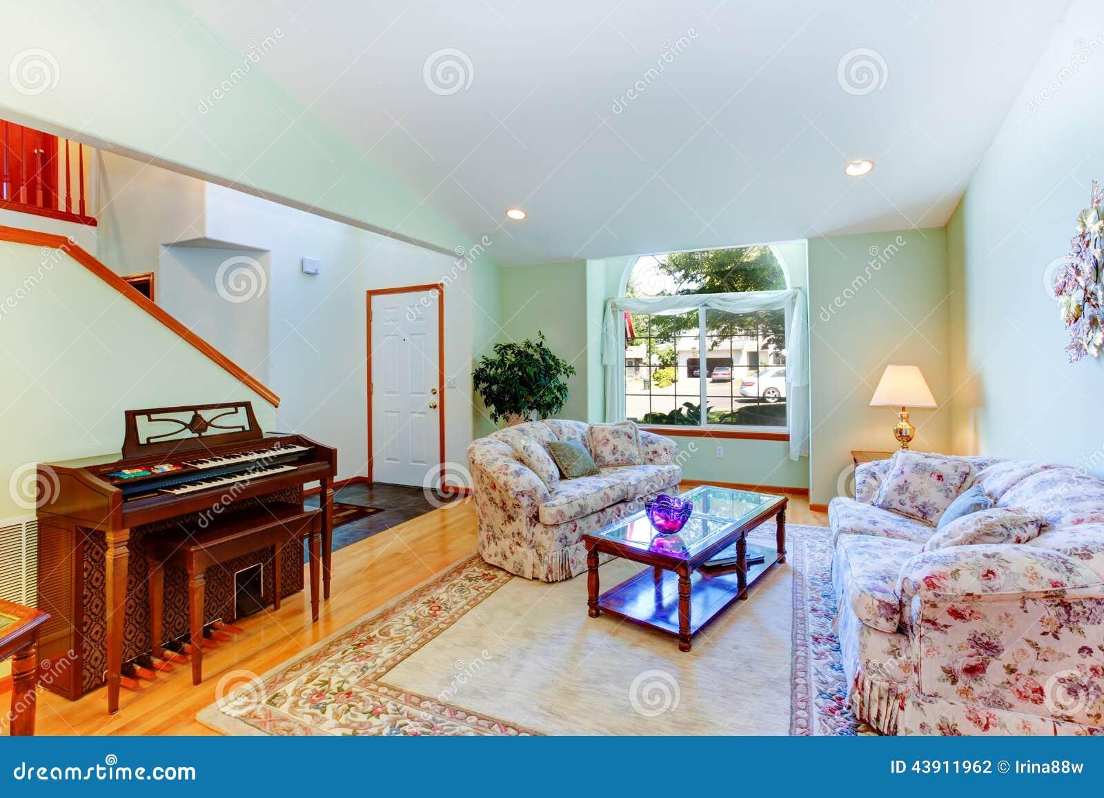 Muebles Hoja De Menta - Sala De Estar Ligera De La Menta Con Muebles Y El Piano Florales [mjhdah]https://i.pinimg.com/originals/c6/46/91/c646914bcdc188c91e7859d0f97449f5.jpg