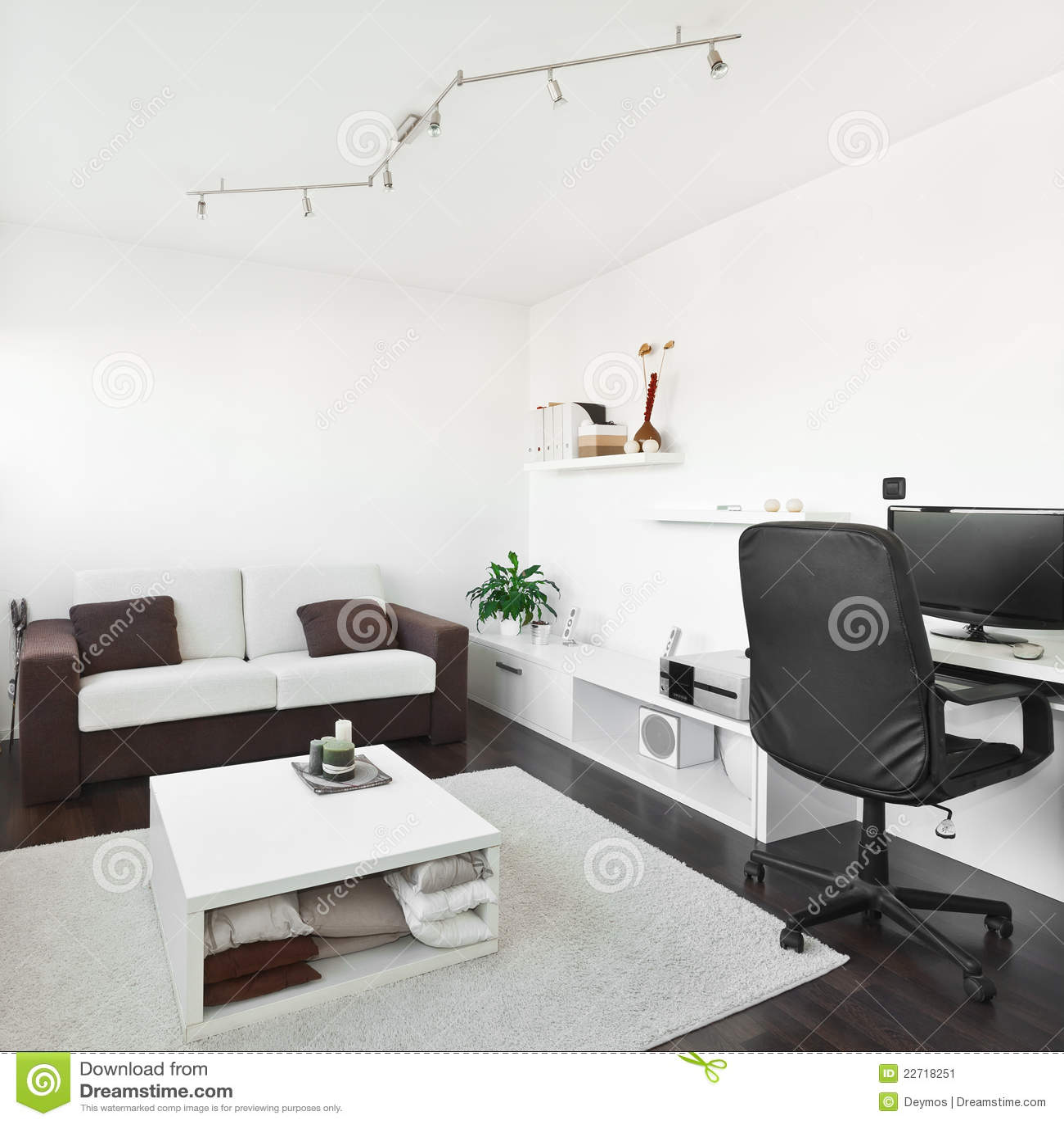 sala de estar moderna con el escritorio del ordenador
