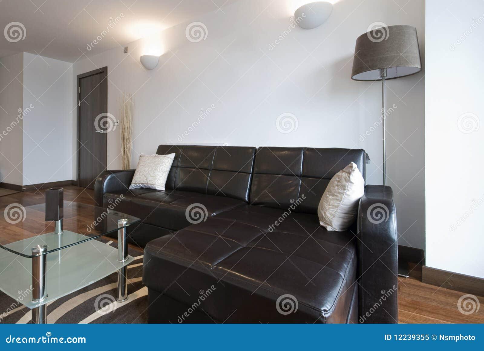 Sala de estar moderna con el sof de la esquina de cuero for Sala de estar moderna grande