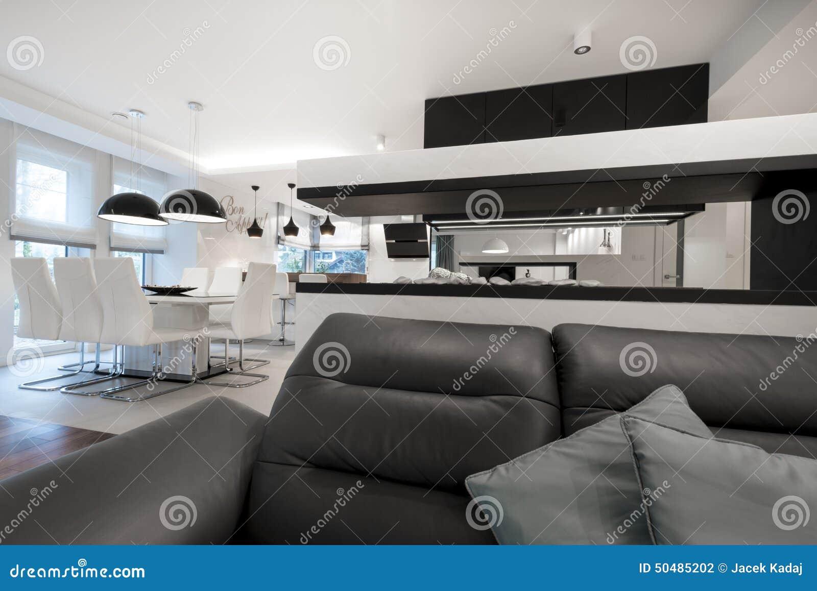 Sala De Estar Moderna Del Diseño Interior Con La Chimenea Foto de ...