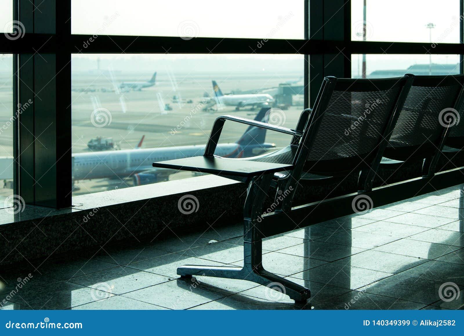 Sala de estar no aeroporto, área interior da partida