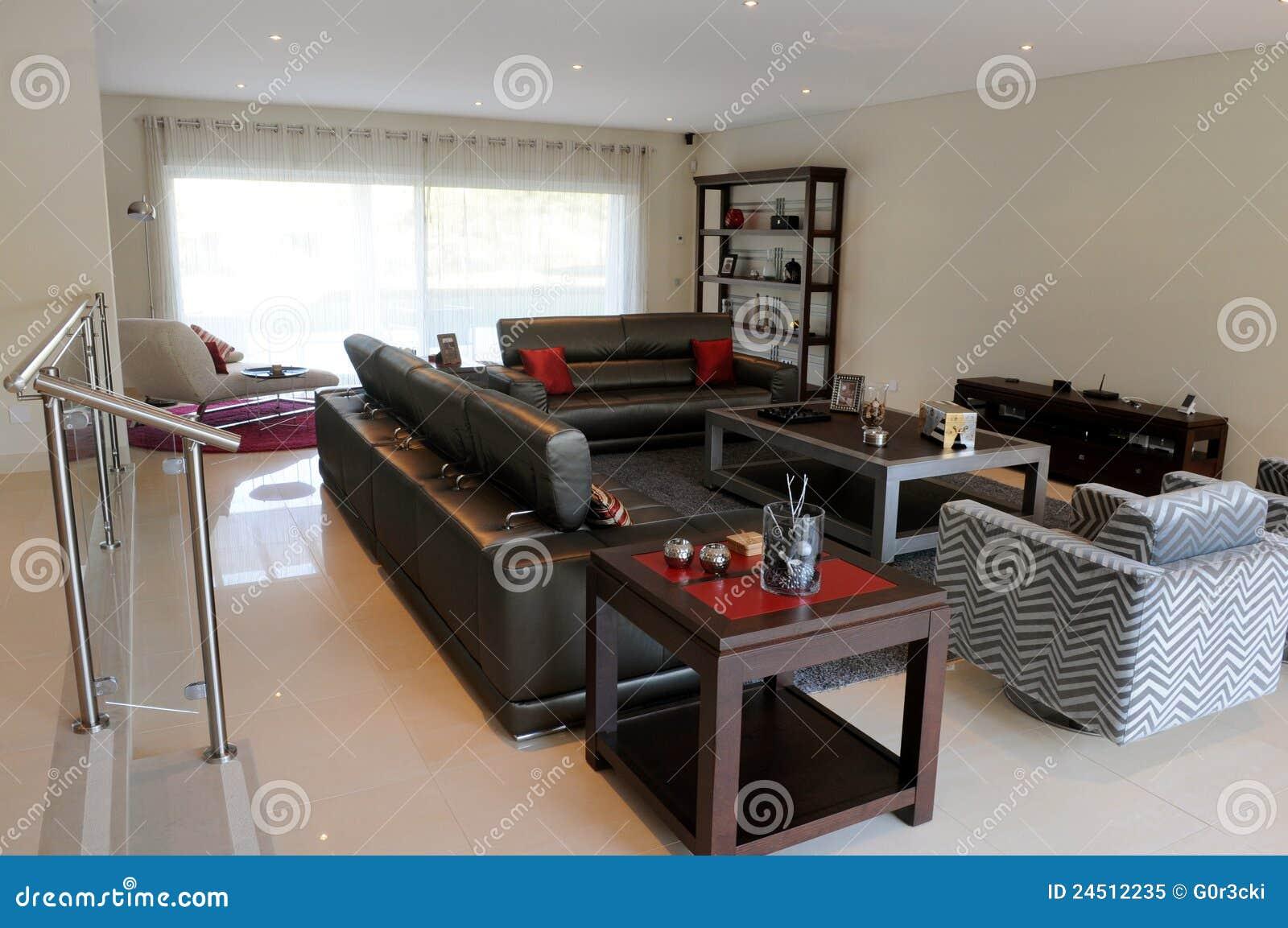 sala de estar y una silla larga foto de archivo libre de