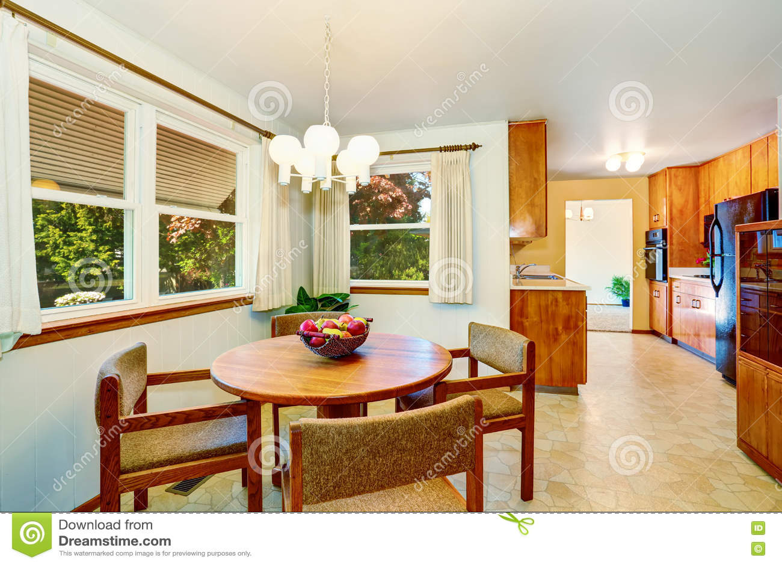 Sala De Jantar Americana Agrad Vel Conectada Com A Cozinha Imagem De