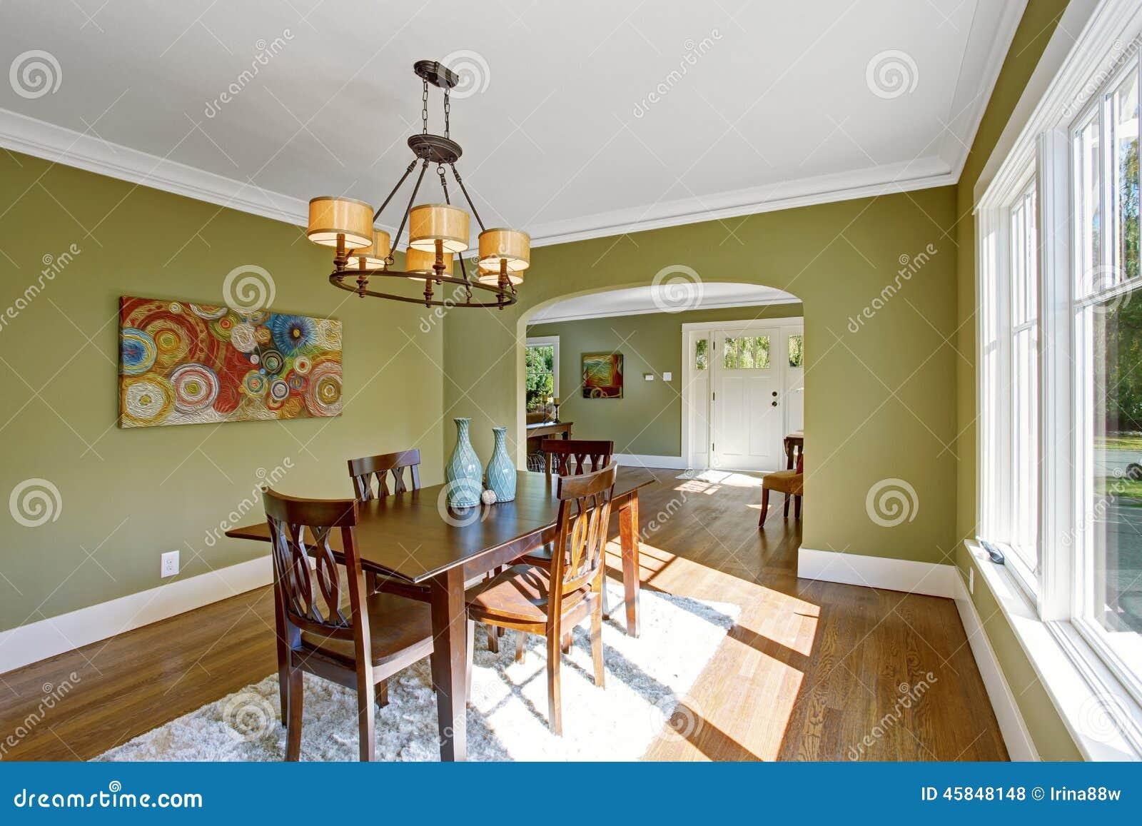 Sala De Jantar Com As Paredes Verde Oliva Do Tom Foto De Stock  -> Cores Parede Sala Jantar