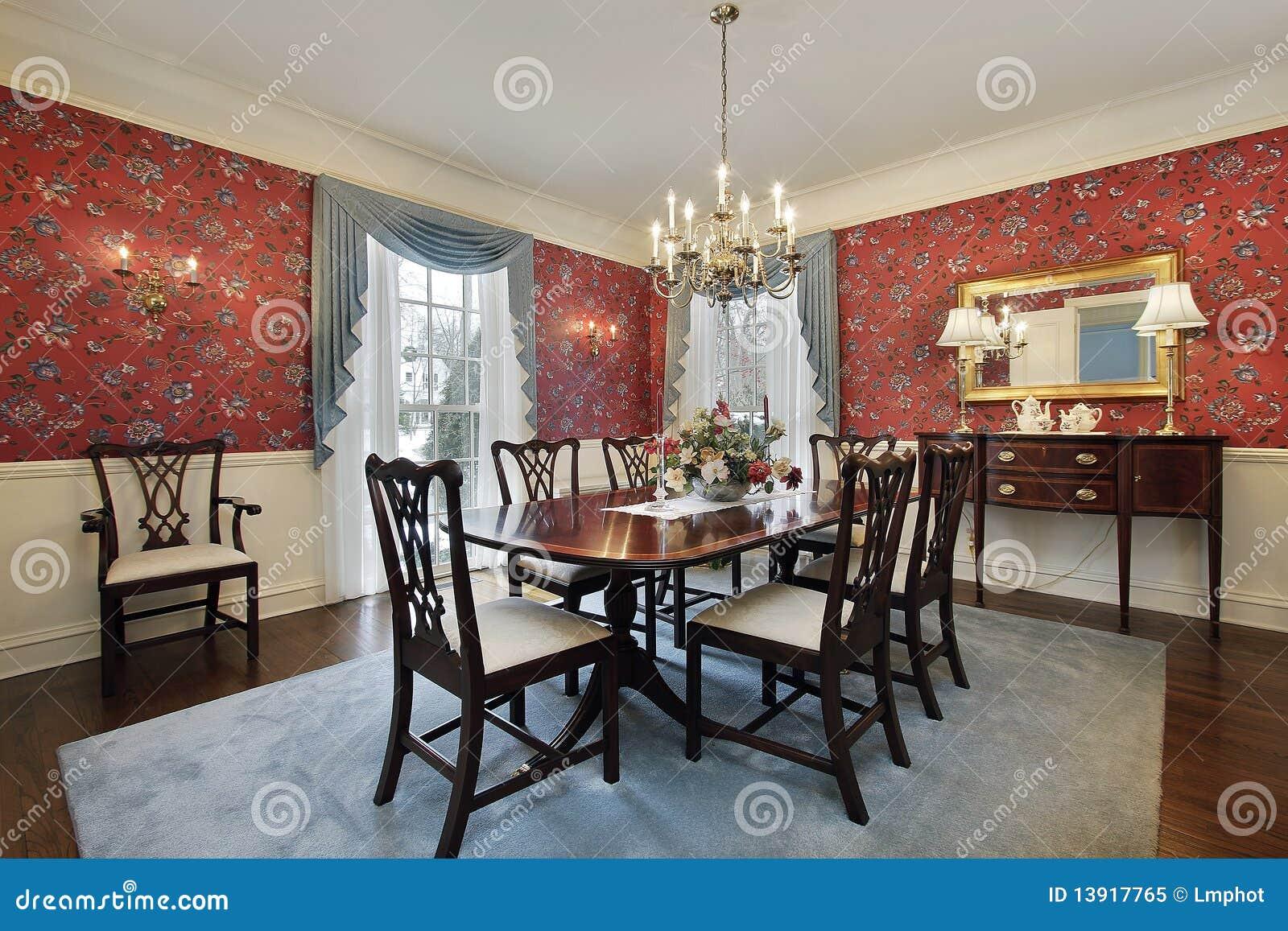 Sala de jantar com o papel de parede floral vermelho foto for Papel para paredes salon
