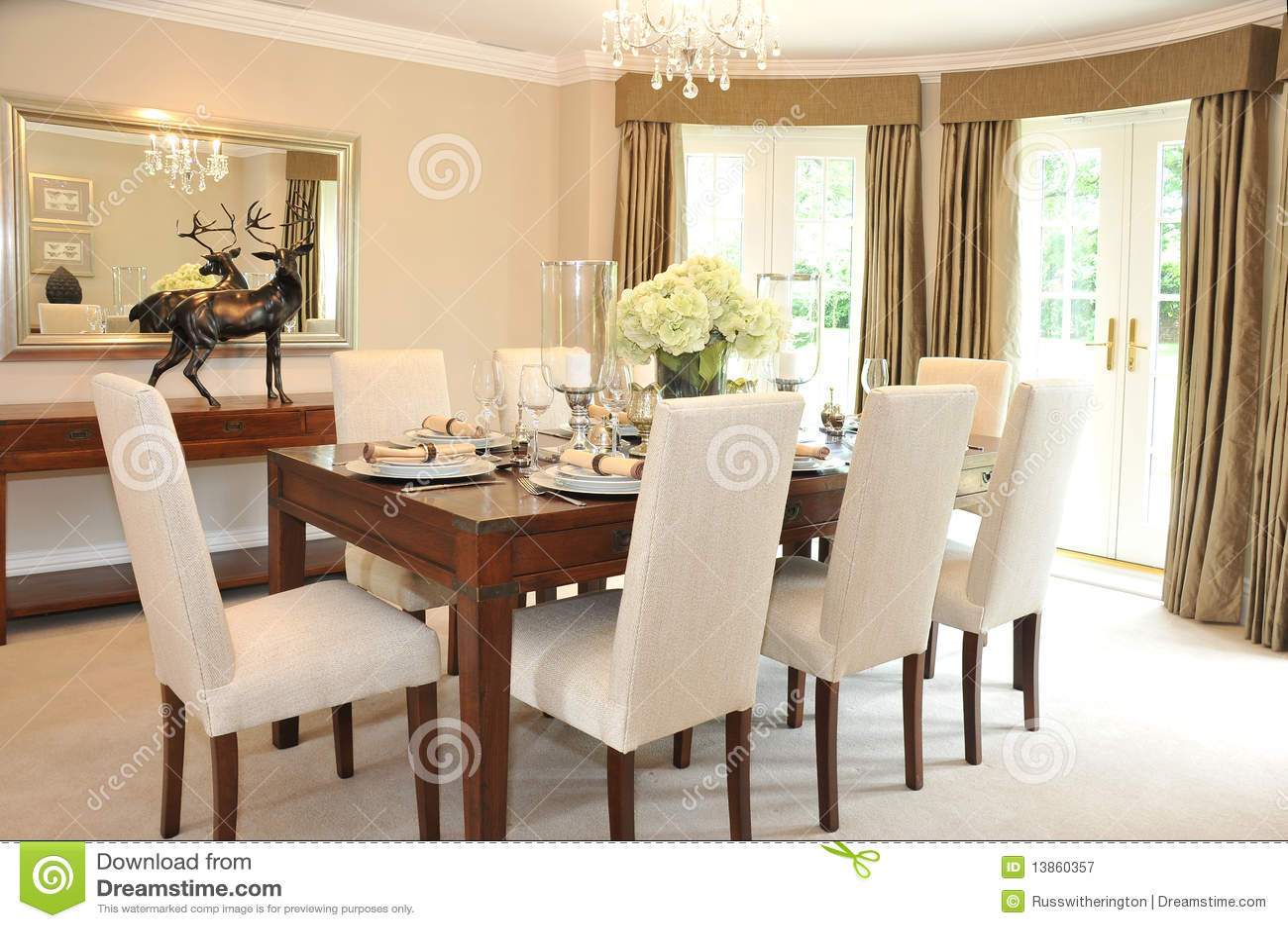 Sala de jantar luxuoso fotografia de stock royalty free - Arredare sala piccola ...