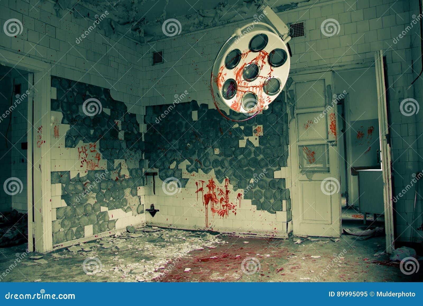 Sala de operaciones abandonada siniestra y espeluznante en el hospital