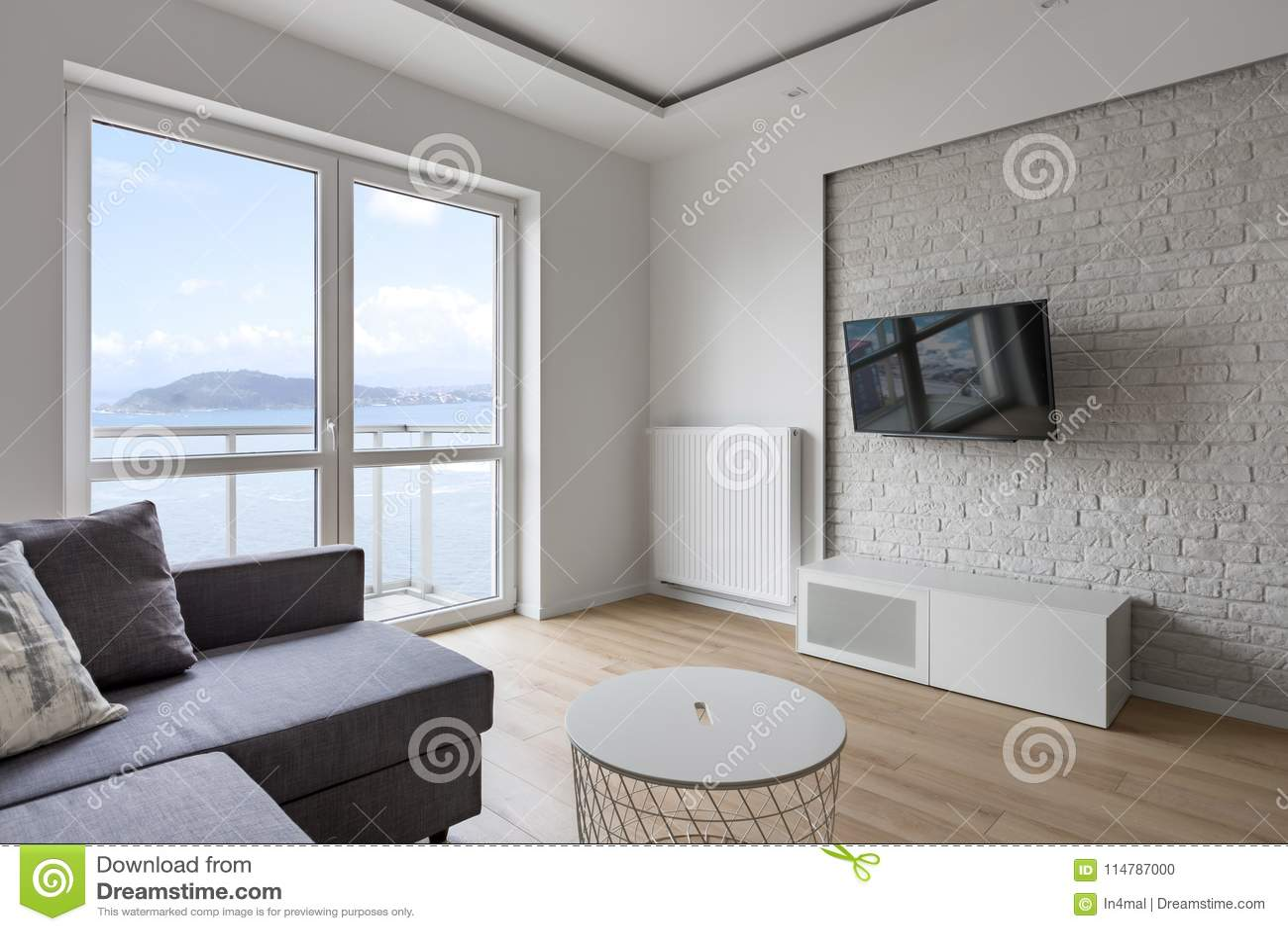 Sala de visitas da tevê com balcão