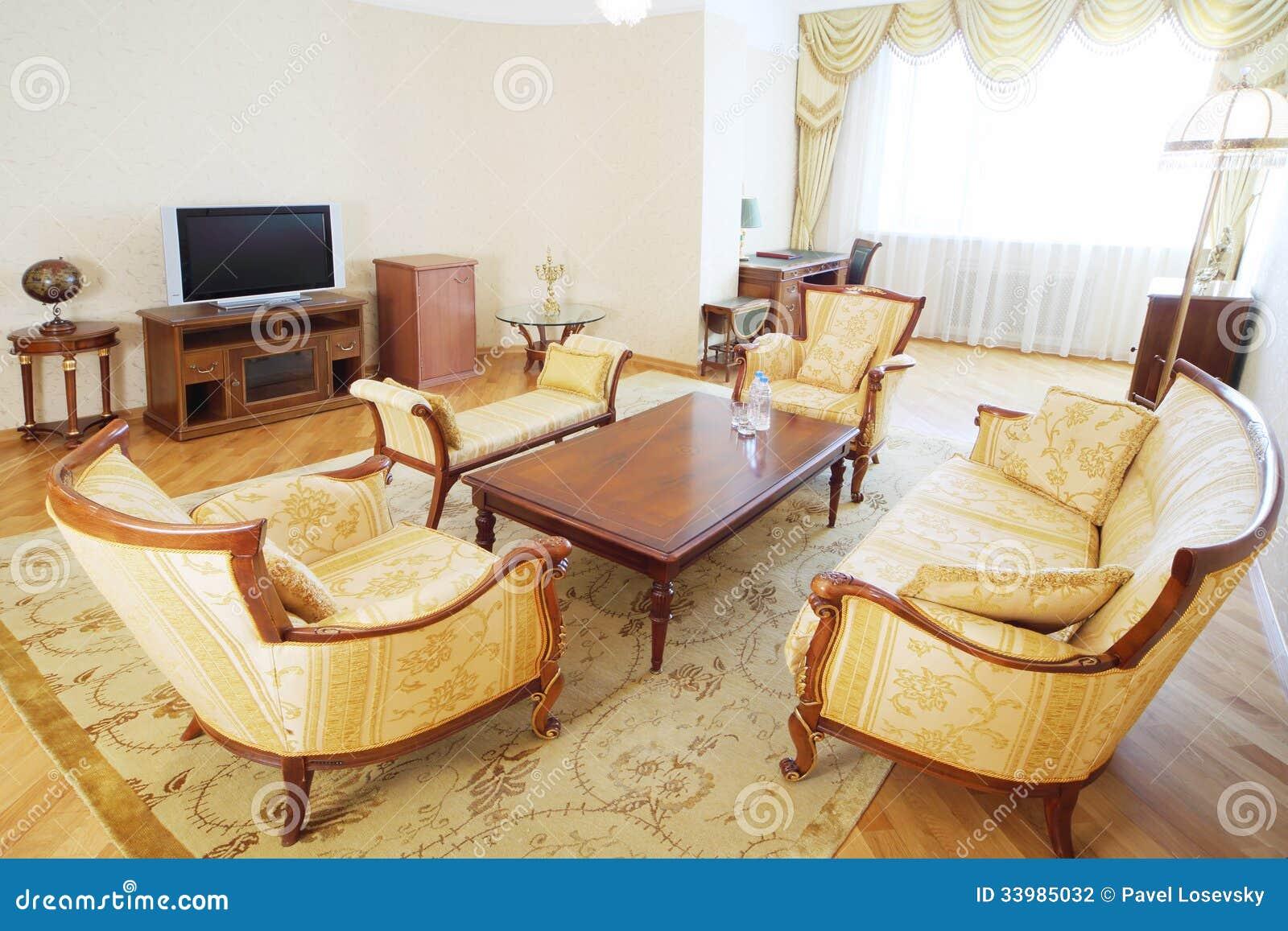 Stock: Sala de visitas luxuoso com poltronas sofá tabela de madeira #82A229 1300x957