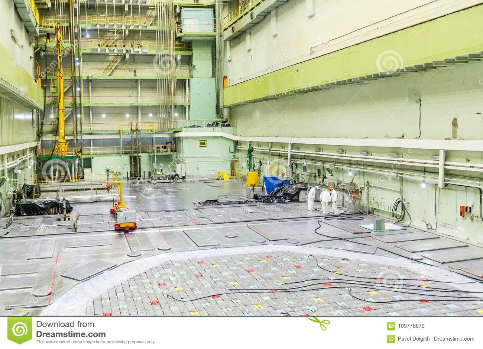 Sala do reator Tampa do reator nuclear, manutenção de equipamento e substituição dos elemento combustíveis do reator