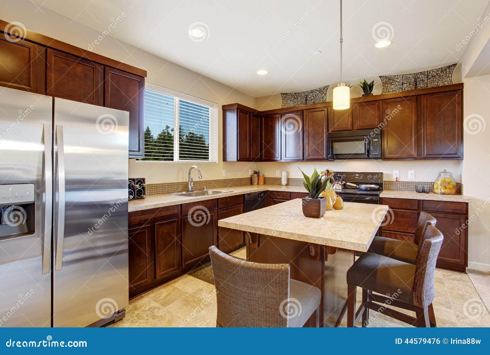 Sala Elegante Moderna Da Cozinha Com Ilha Foto De Stock Imagem De