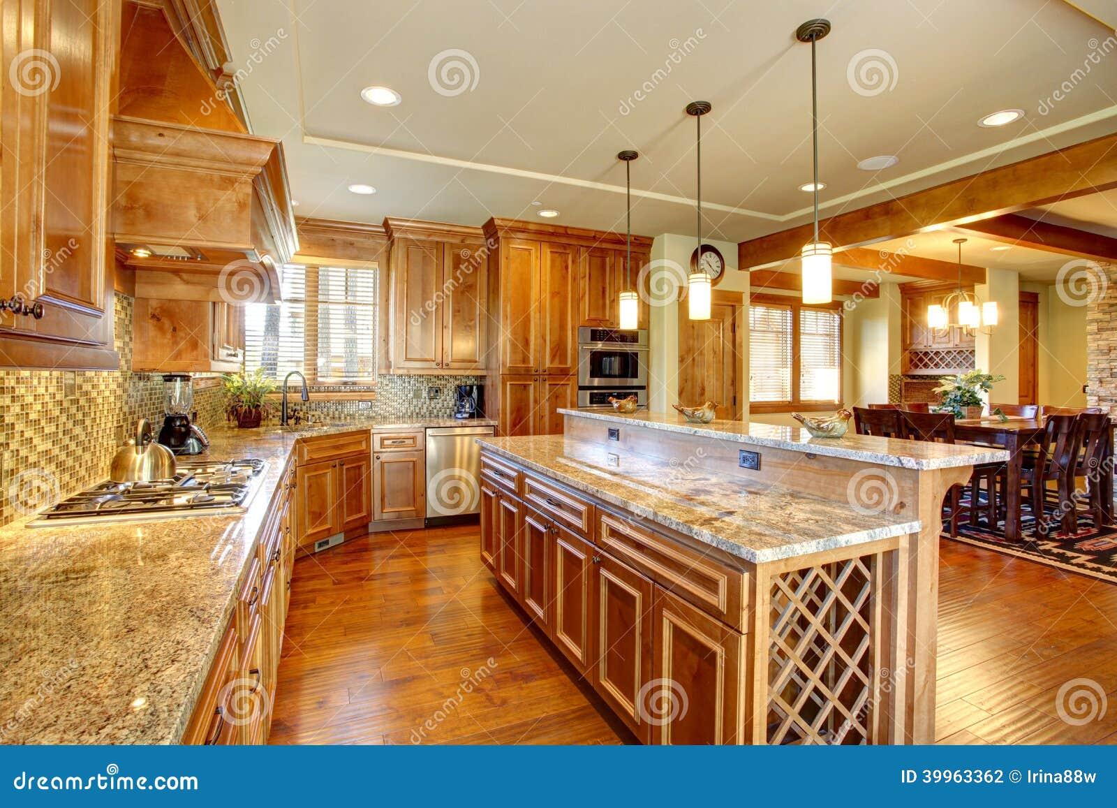 Sala Espa Oso Da Cozinha Com Ilha Foto De Stock Imagem De Quarto