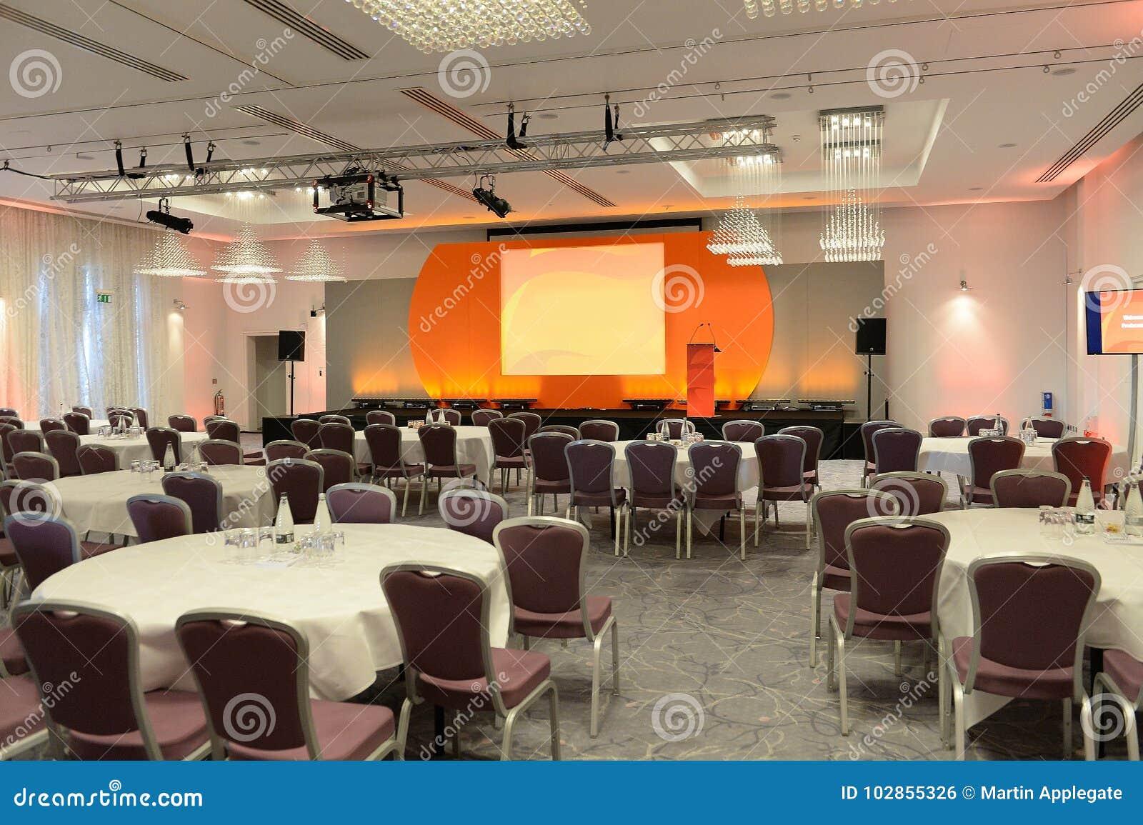 Sala konferencyjna z sceną