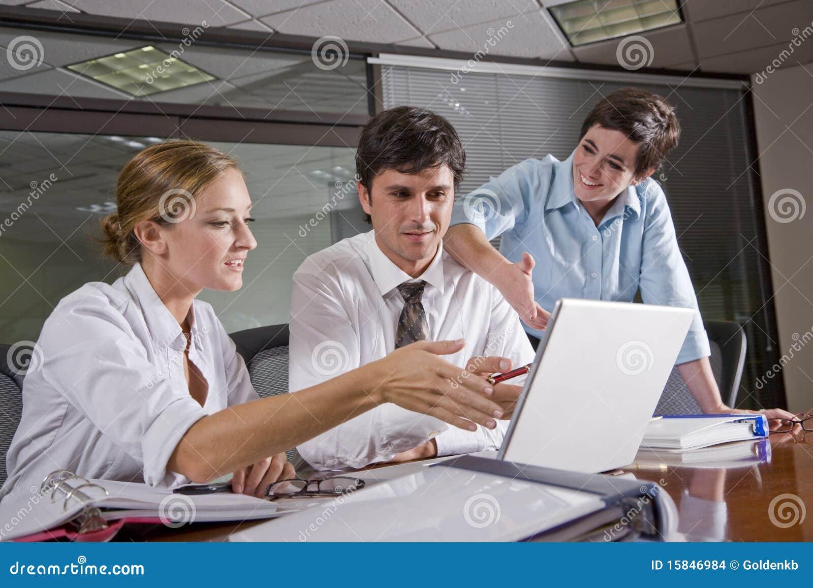 Sala posiedzeń biura trzy pracowników target1905_1_