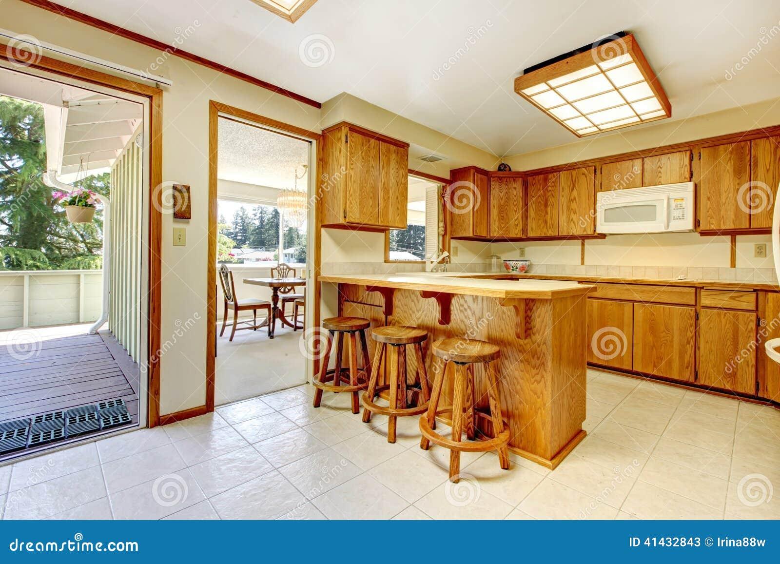 Sala R Stica Da Cozinha Com Plataforma Do Abandono Imagem De Stock