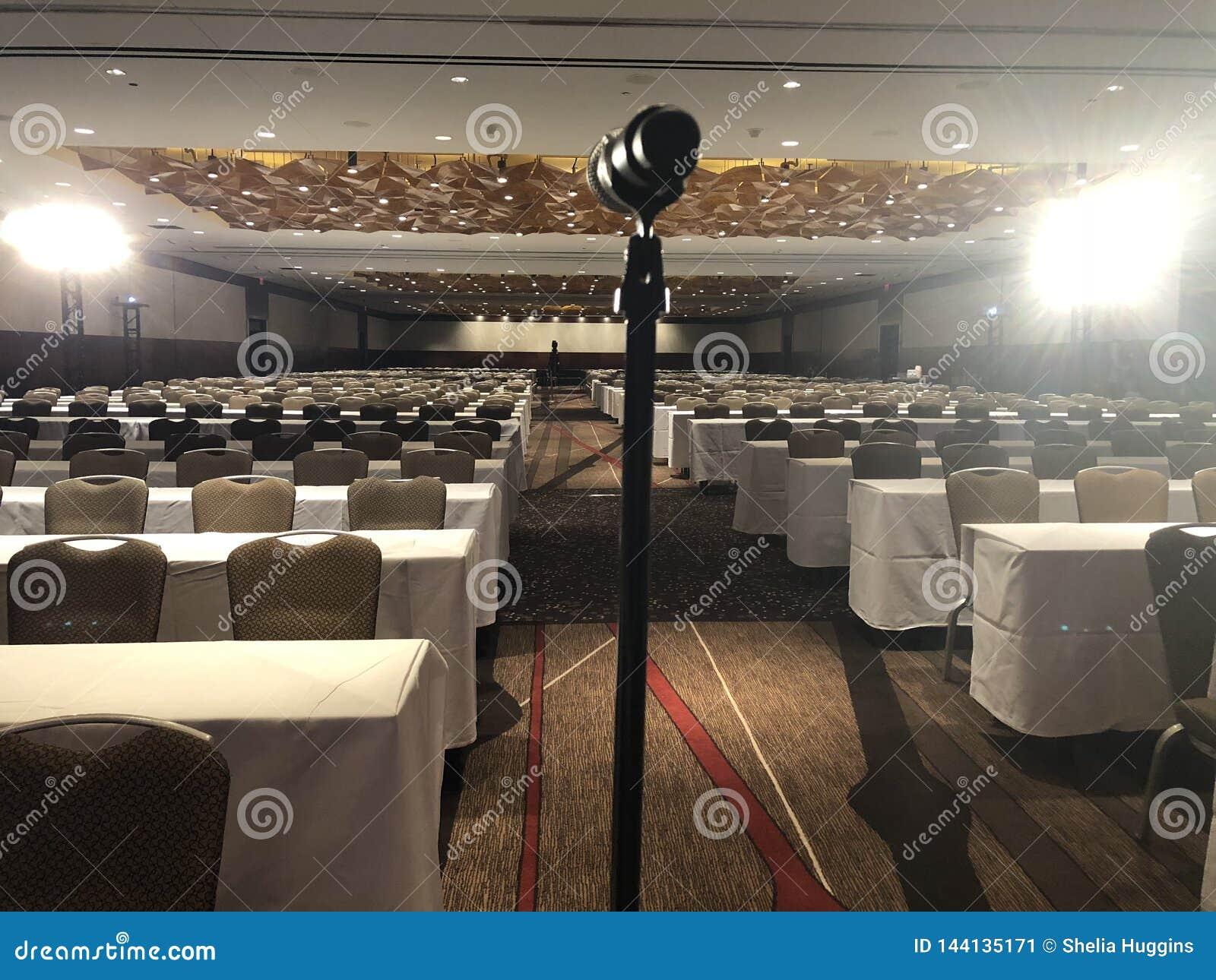 Sala riunioni per il grande evento o conferenza