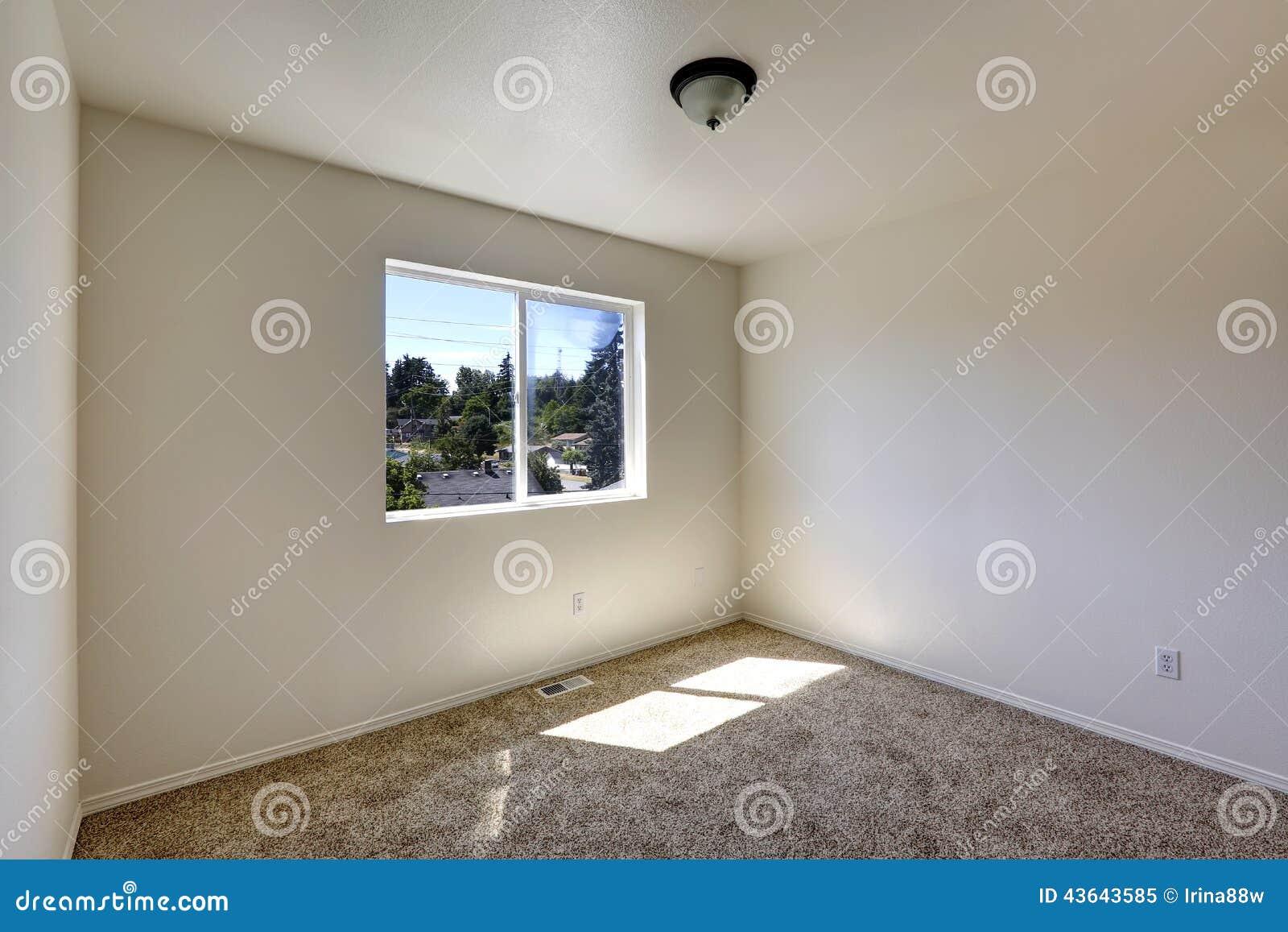 Sala Vazia Com O Assoalho De Tapete Marrom Imagem De Stock Imagem  -> Sala Simples Marrom