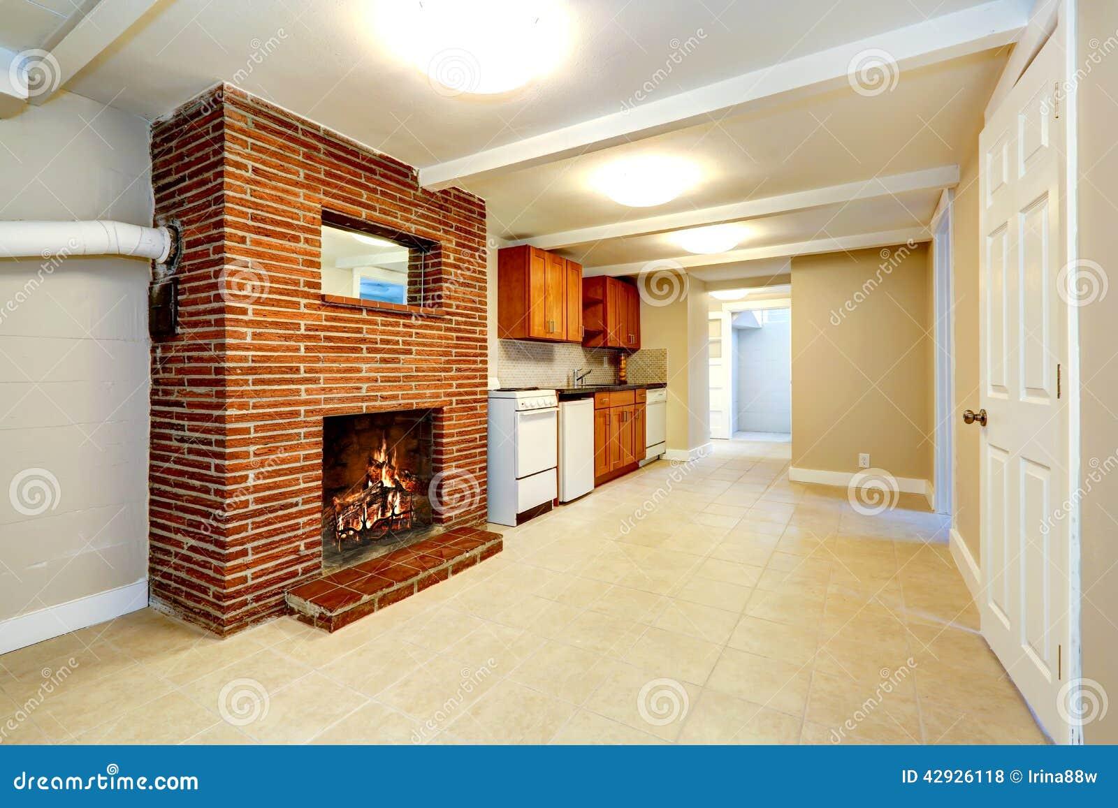 Sala vazia do por o com chamin do tijolo foto de stock - Diseno de chimeneas para casas ...