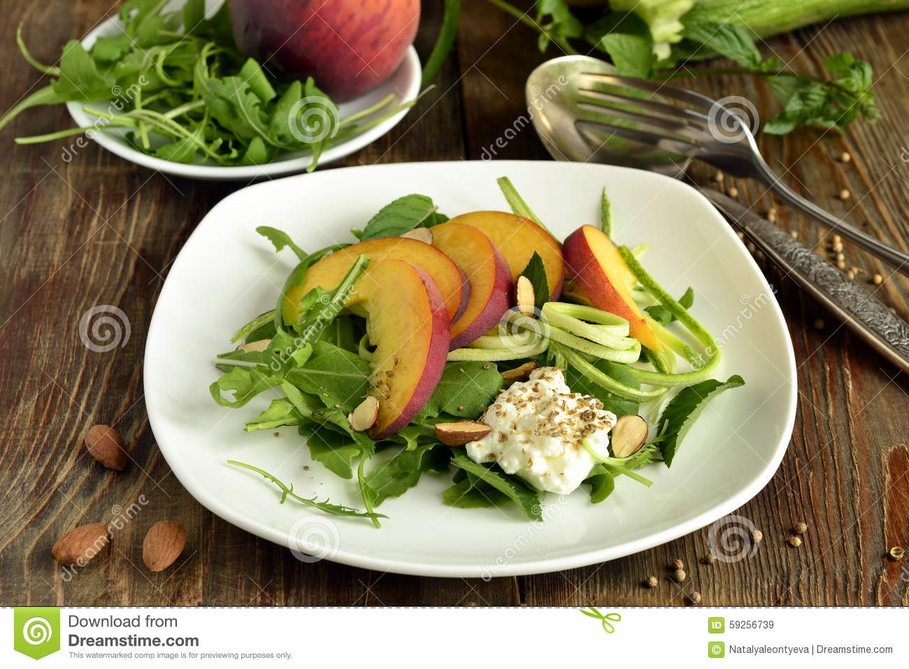 Salad with arugula, zucchini, peaches and yogurt.