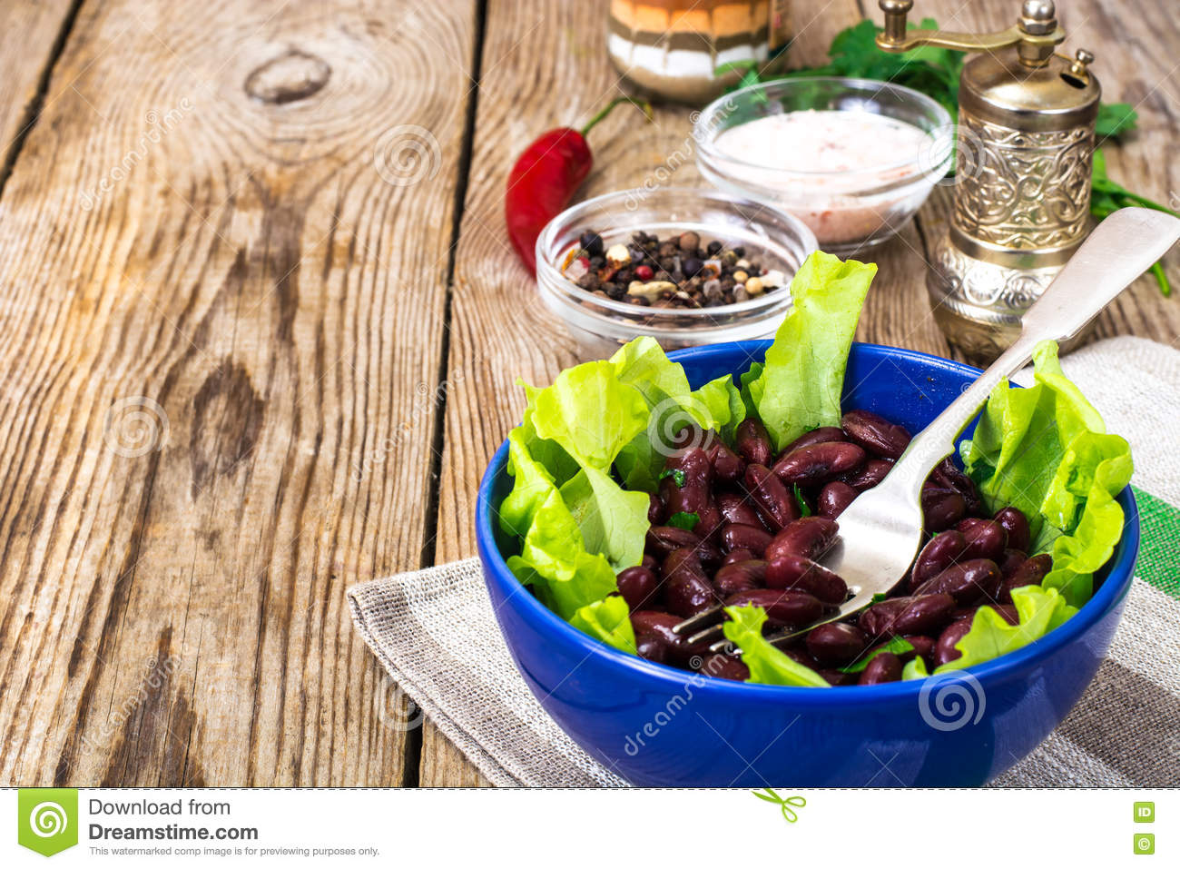 Salad with lettuce and beans
