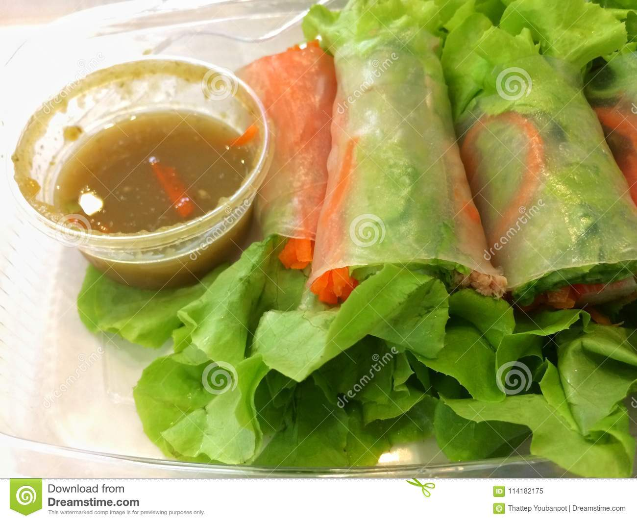 Salad Roll With Seafood Sauce For ...
