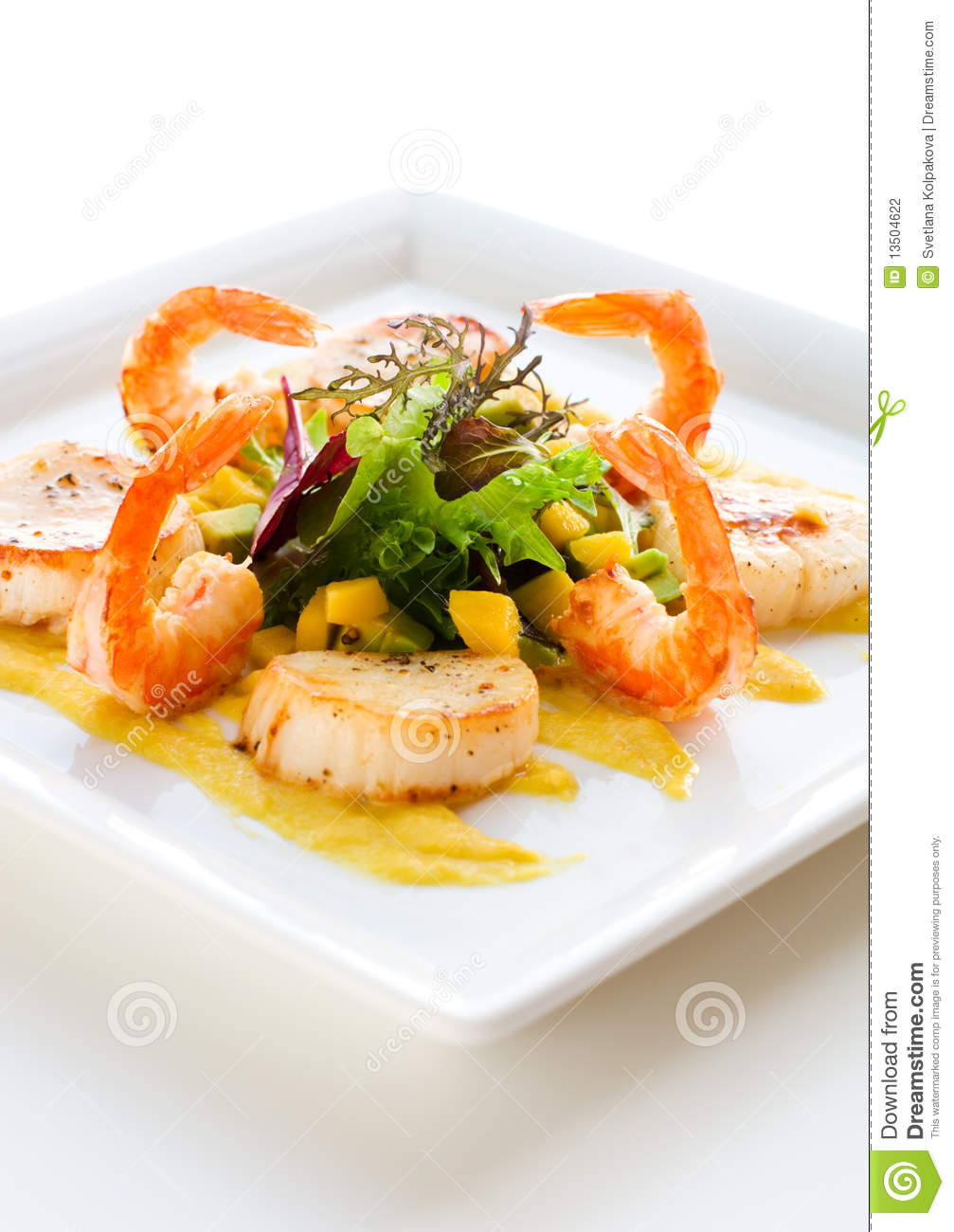Salad with shrimp and scallop