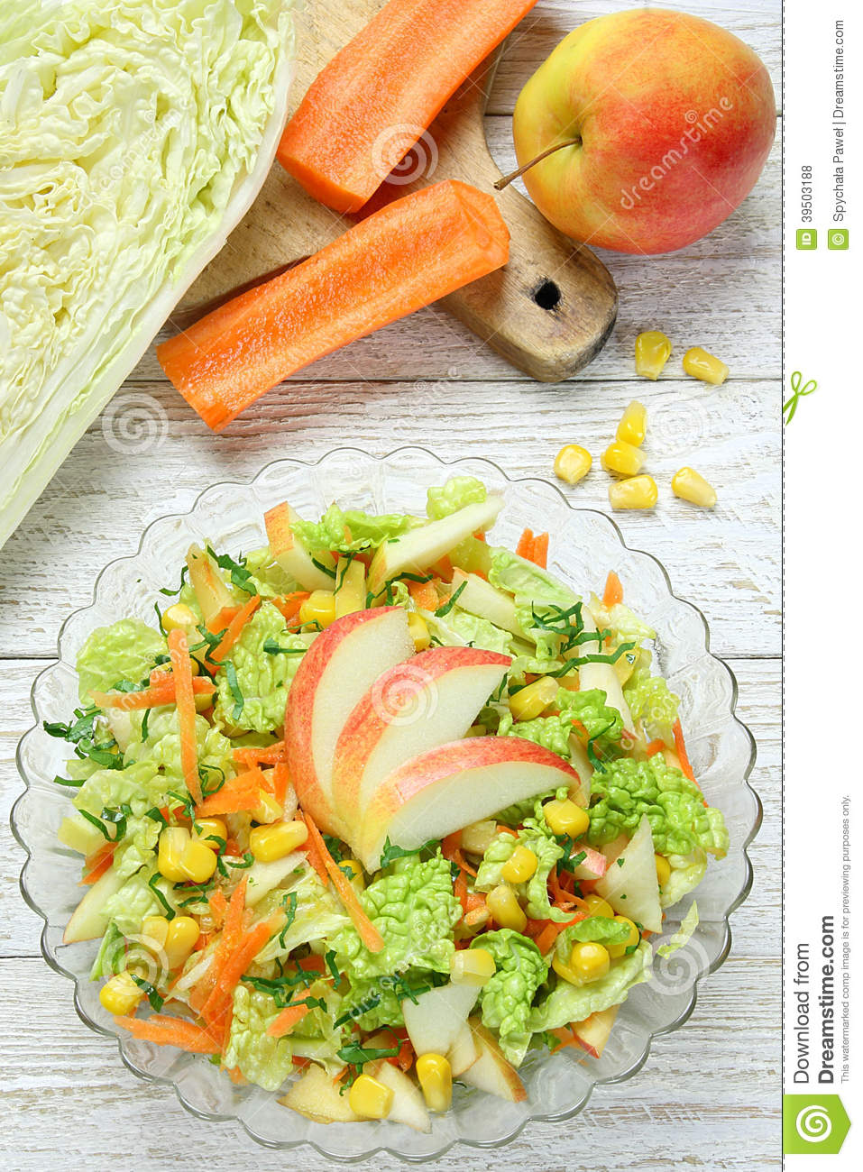 Salad of vegetables and apples