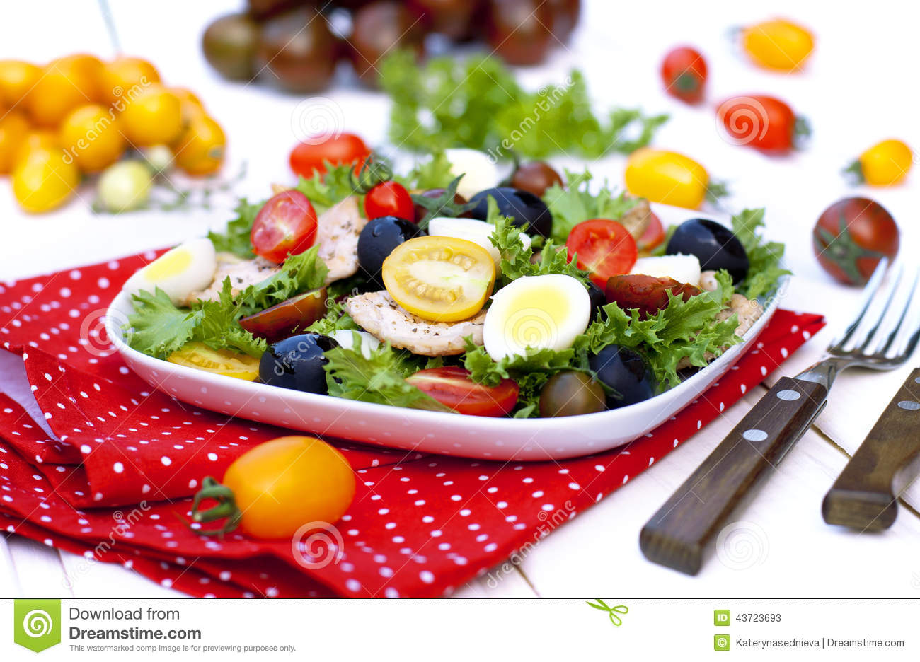 Salad with vegetables and chicken breast