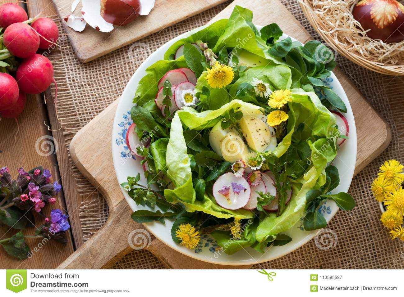 Salad with eggs and wild edible plants